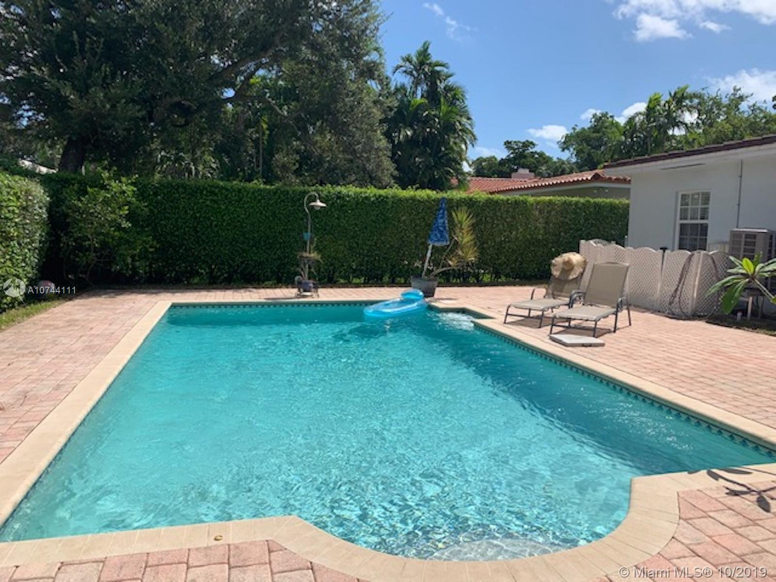 1433  Medina Ave  For Sale A10744111, FL
