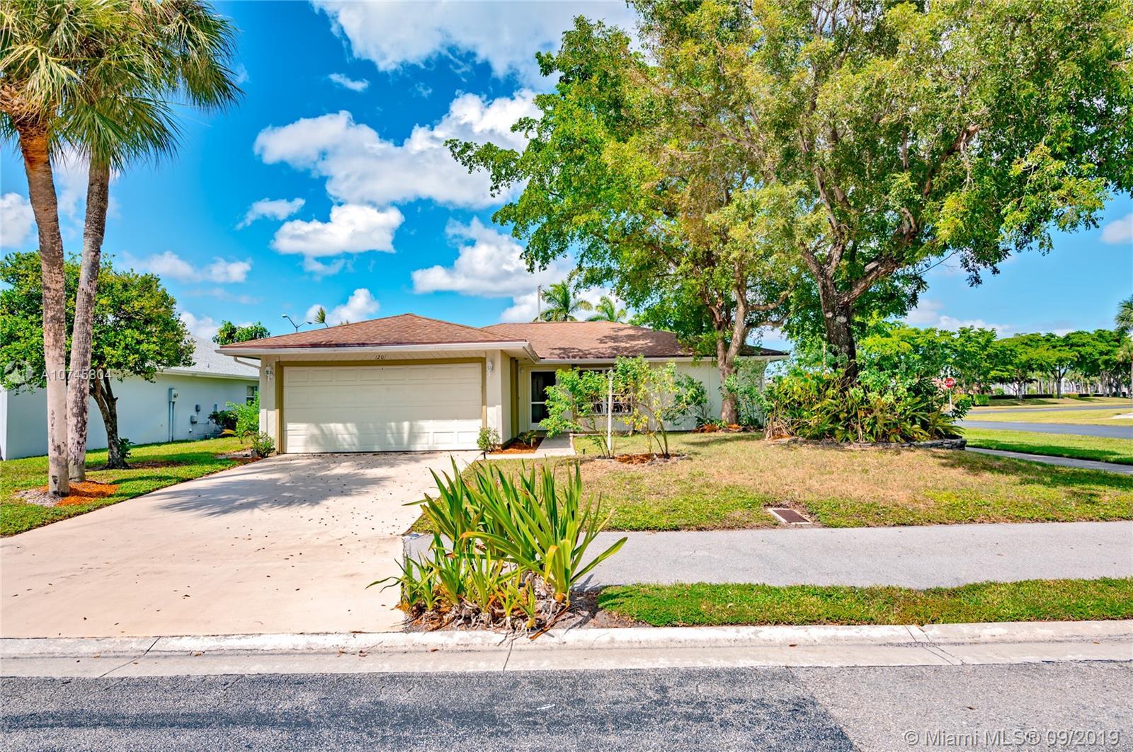 1201 Pine Sage Cir, West Palm Beach, FL 33409