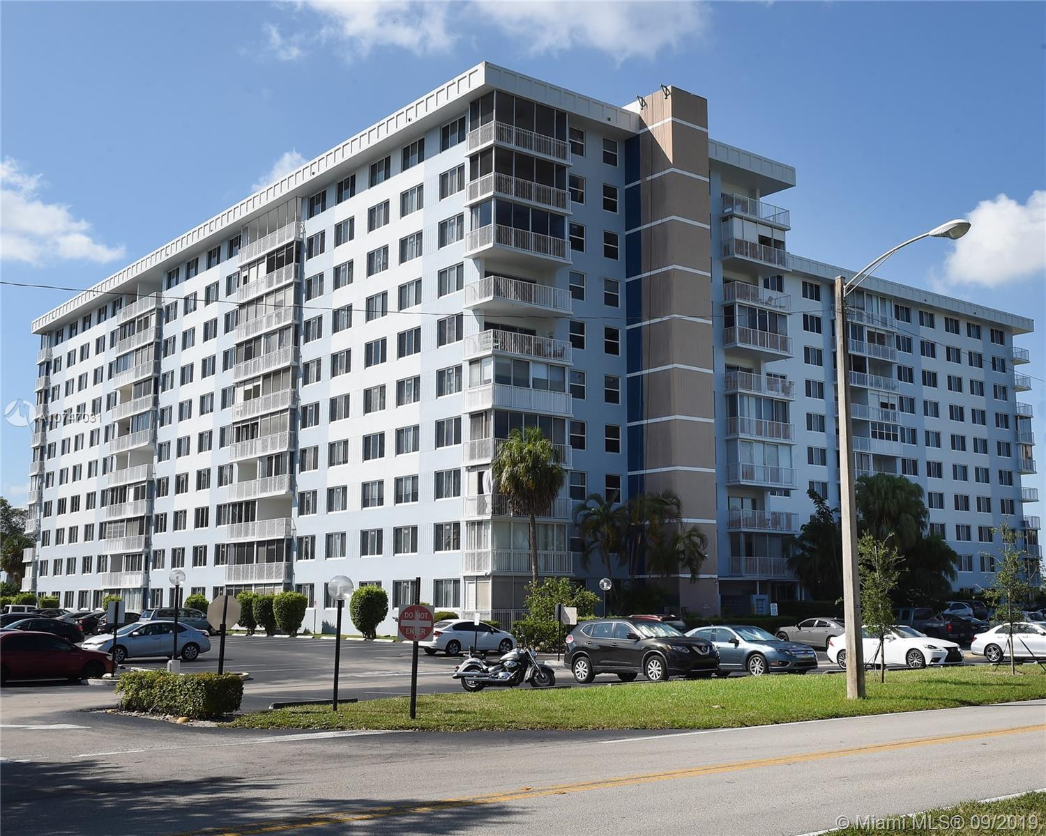 4200  Hillcrest Dr. #904 For Sale A10747031, FL