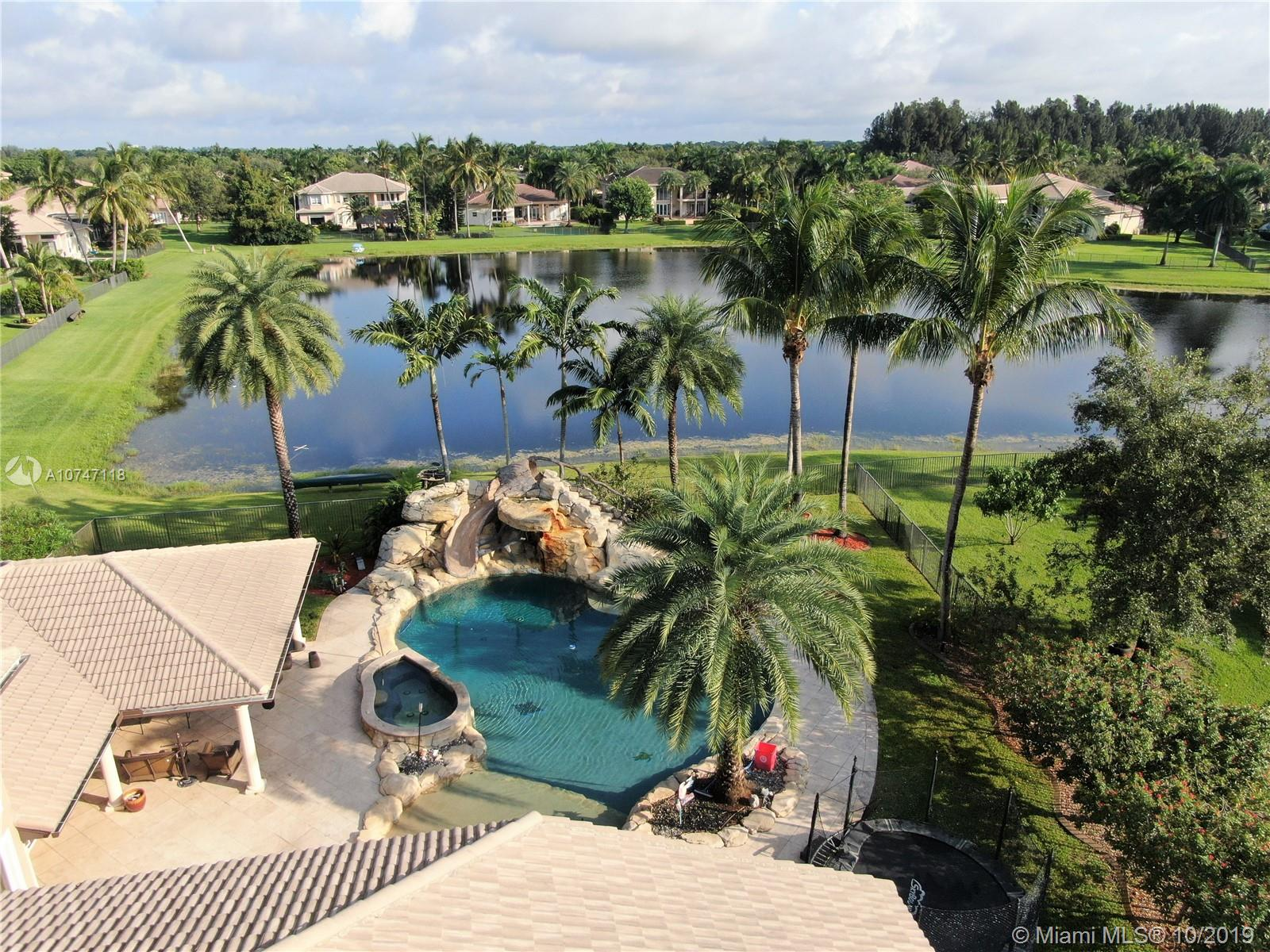 10445  Canterbury Ct  For Sale A10747118, FL