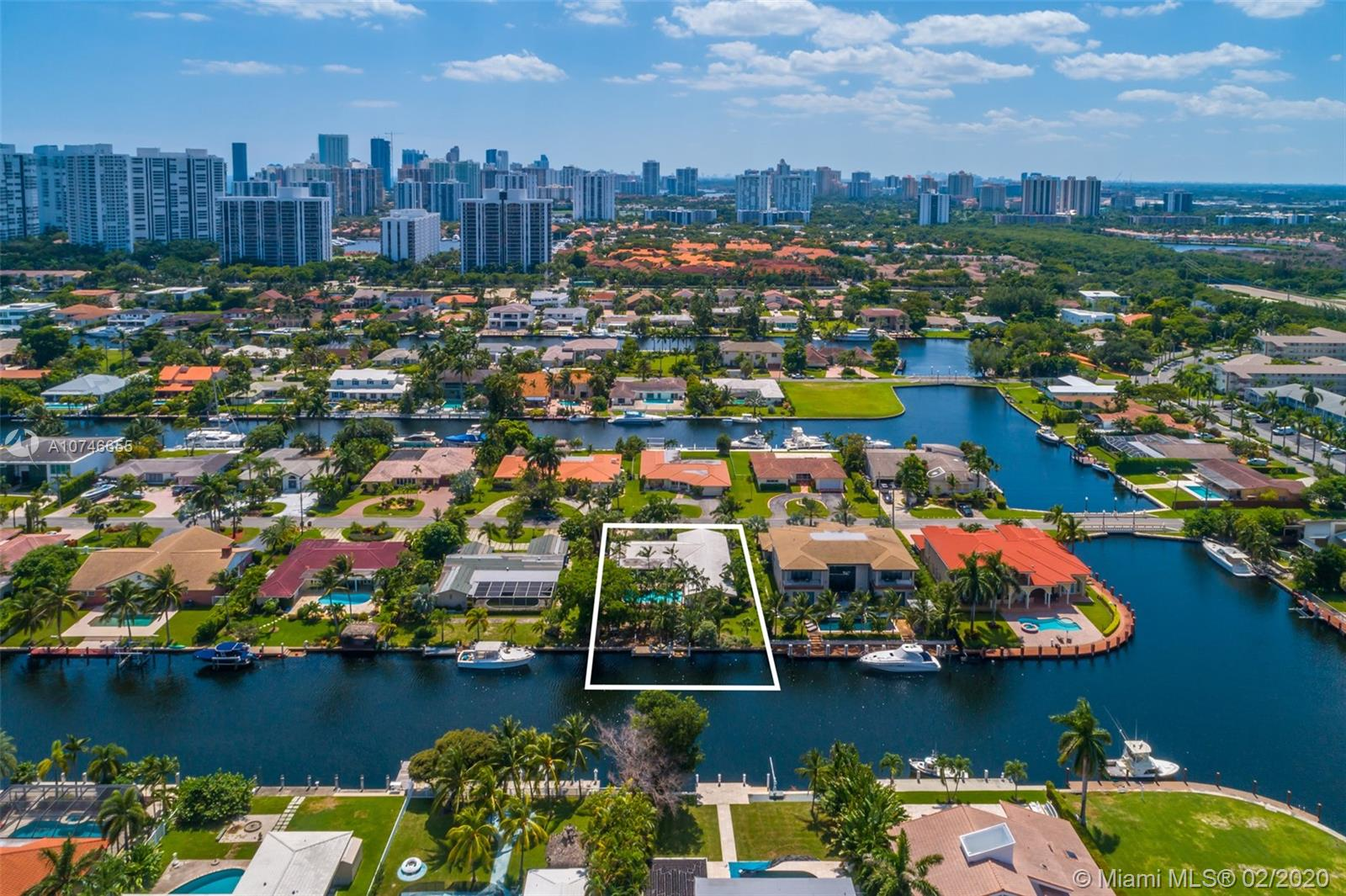 460  Alamanda Dr  For Sale A10746655, FL