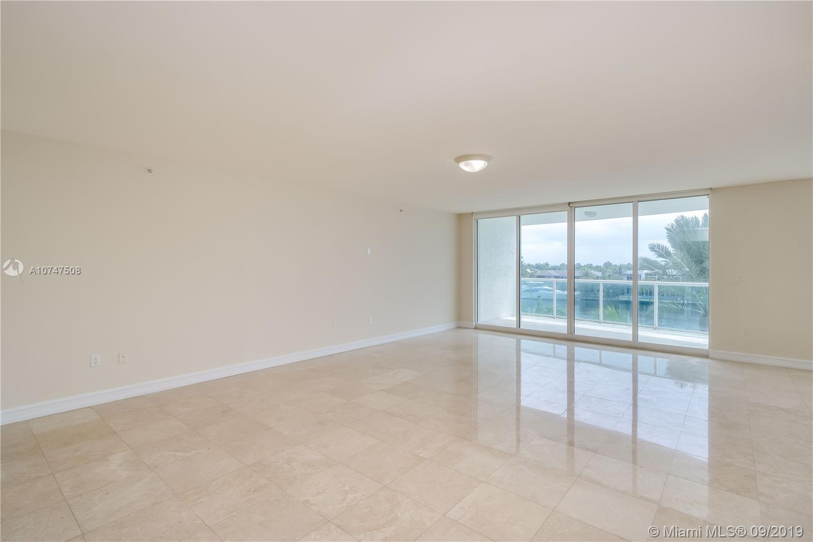 20201 E Country Club Dr #404 For Sale A10747508, FL