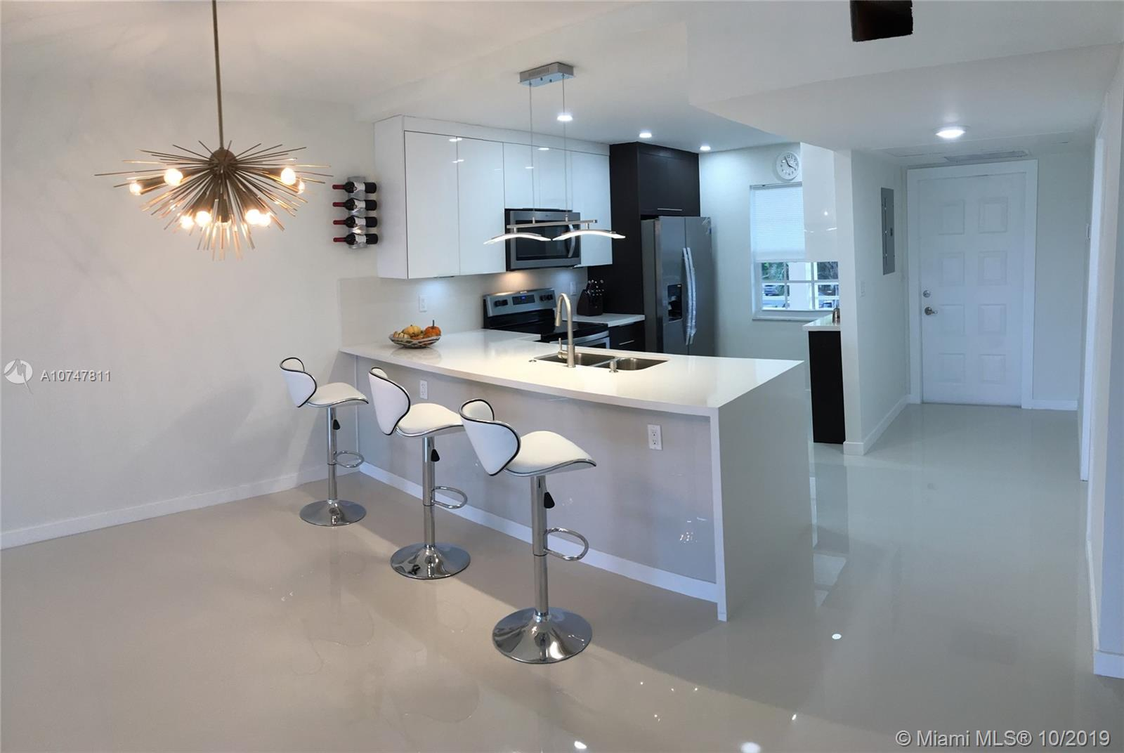 565 Oaks ln 305, Pompano Beach, FL 33069