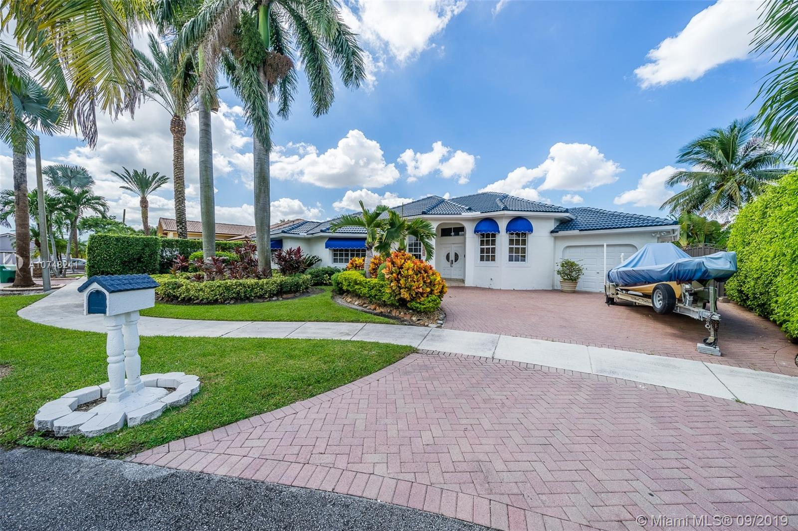 3744 SW 133rd Pl  For Sale A10748241, FL