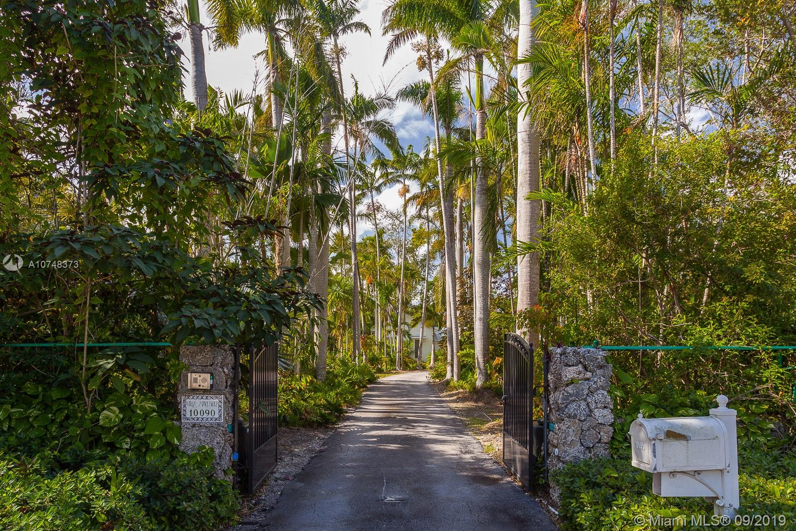 10090 SW 67 Ave  For Sale A10748373, FL