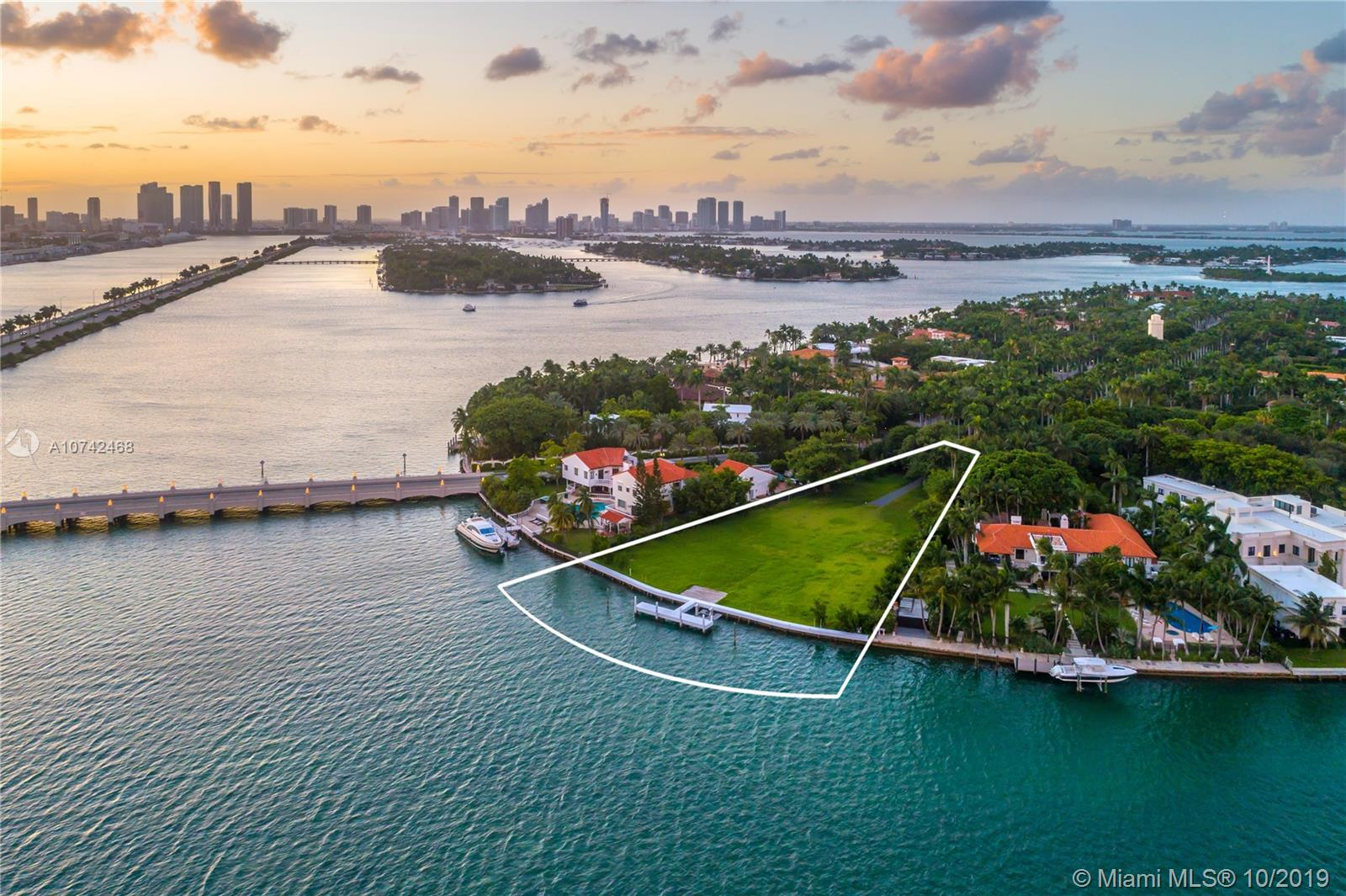 44  Star Island Dr  For Sale A10742468, FL