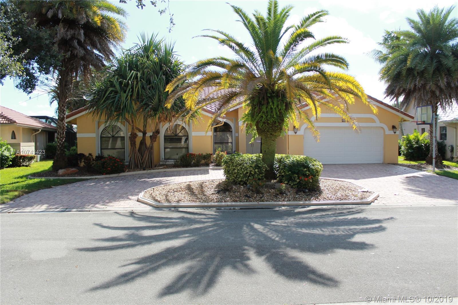 5241 NW 89th Dr, Coral Springs, FL 33067