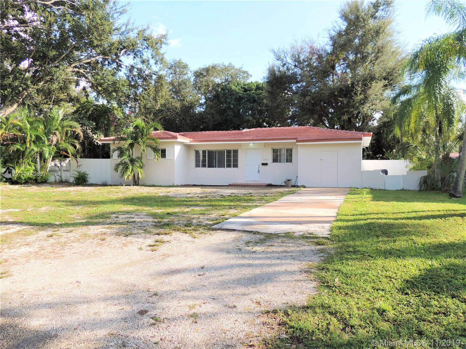 6750 SW 75th Ter  For Sale A10740661, FL