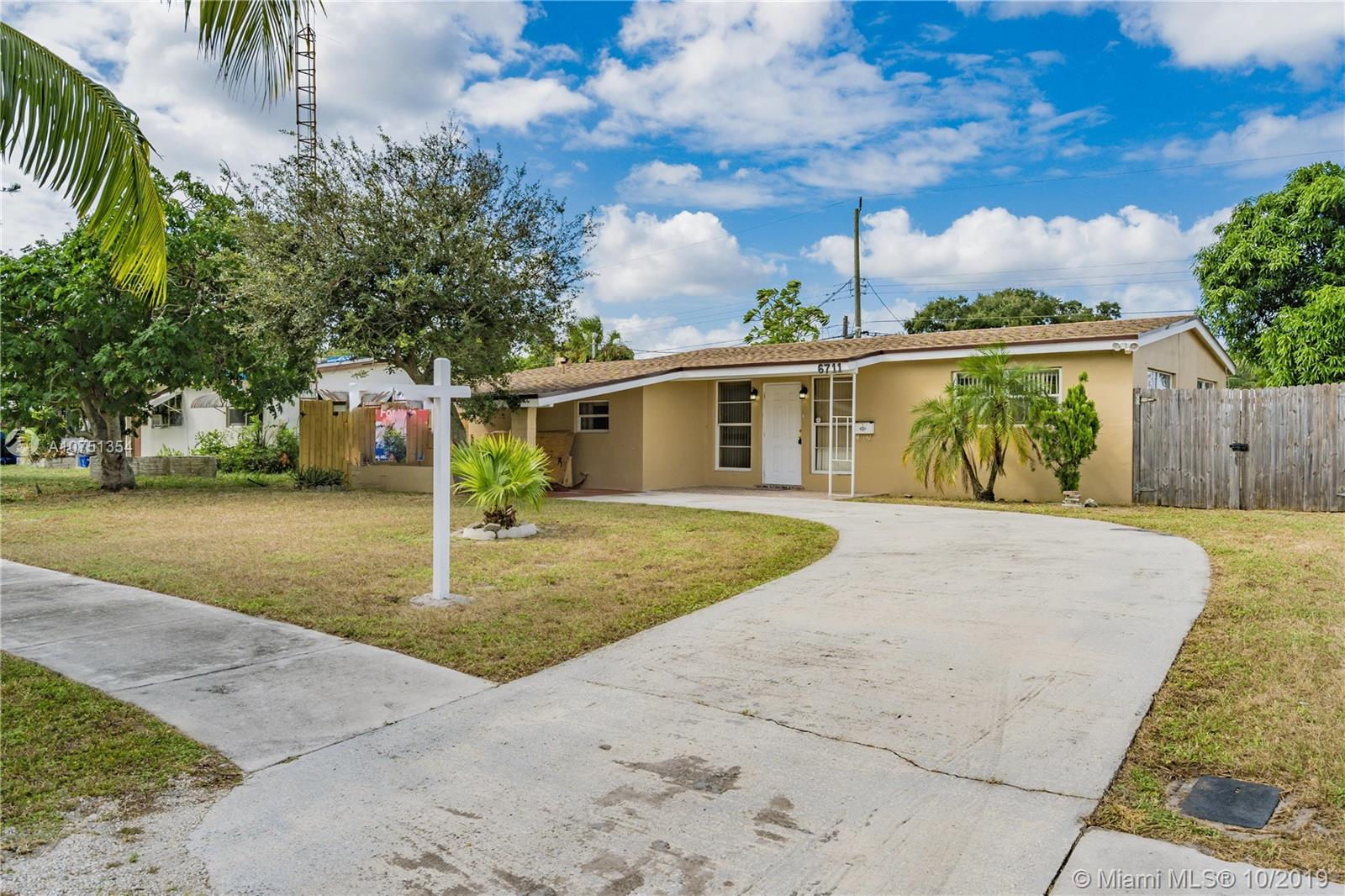6711  Arthur St  For Sale A10751354, FL