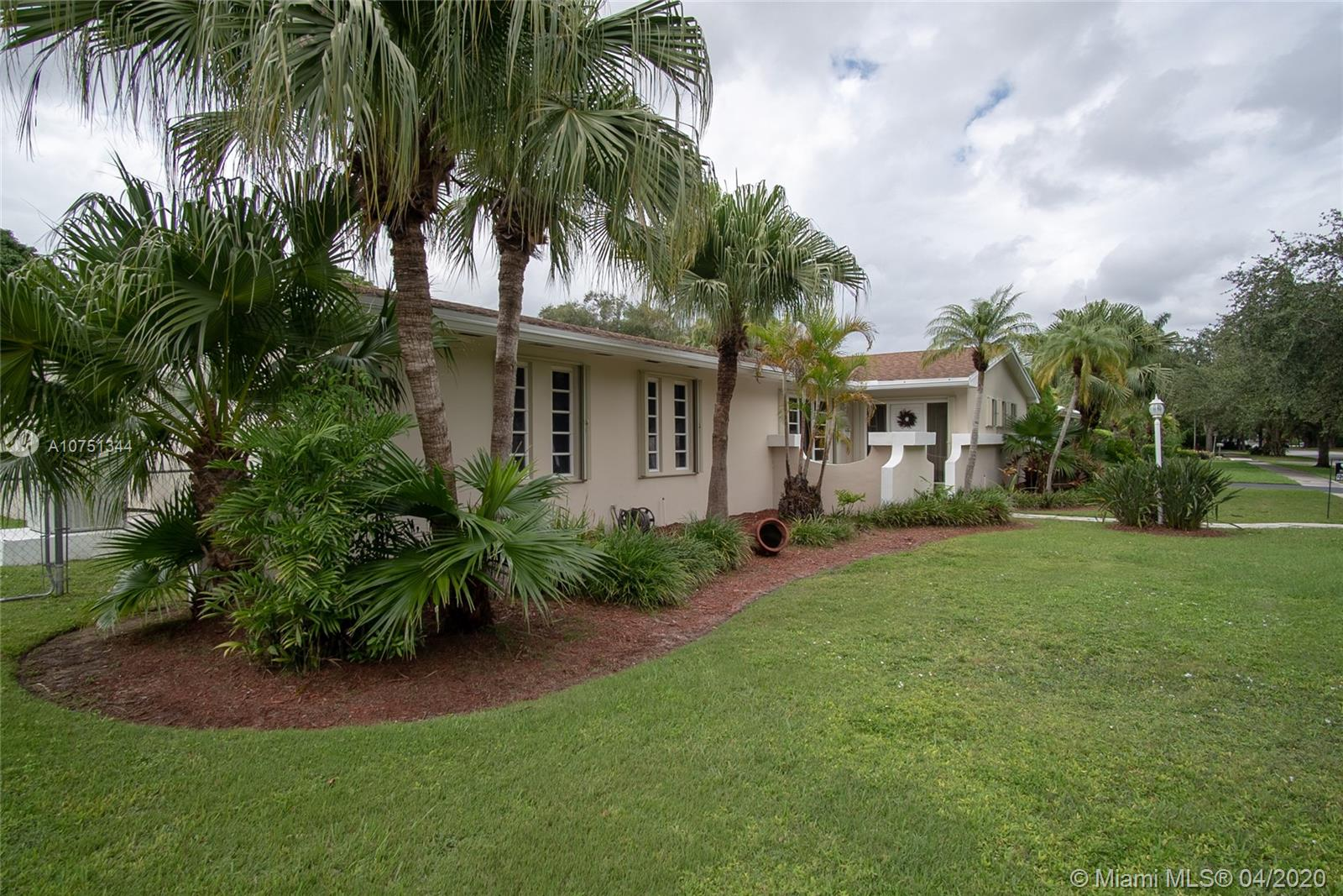 15400 SW 82nd Ave  For Sale A10751344, FL