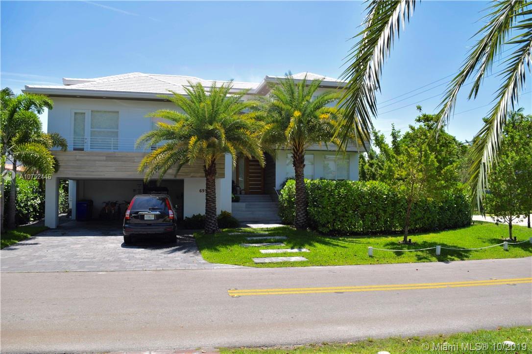 691  Hampton Ln  For Sale A10752446, FL