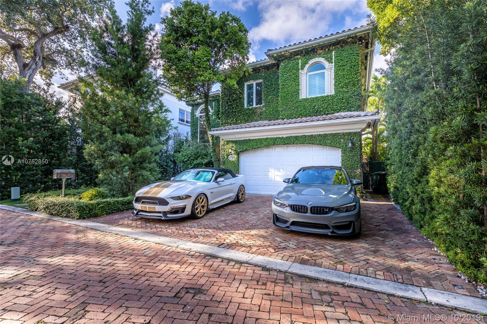2755  Brickell Ct  For Sale A10752850, FL