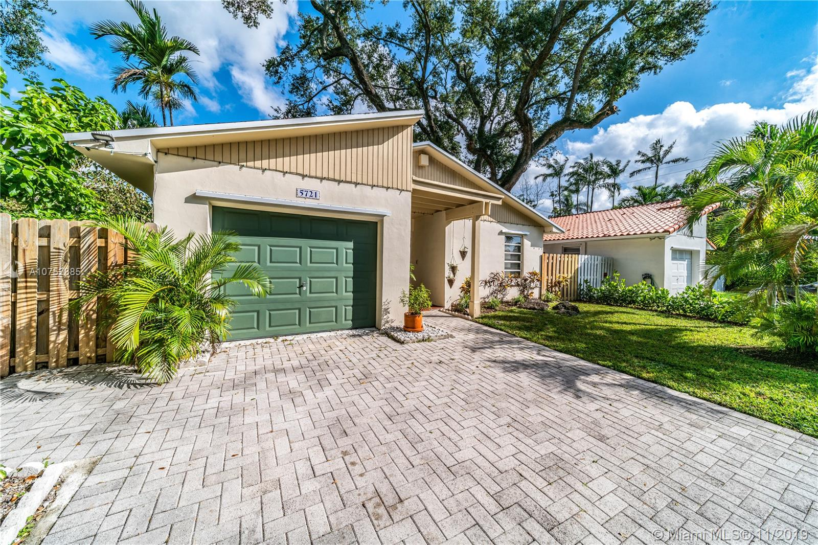 5721 SW 42nd St  For Sale A10752885, FL
