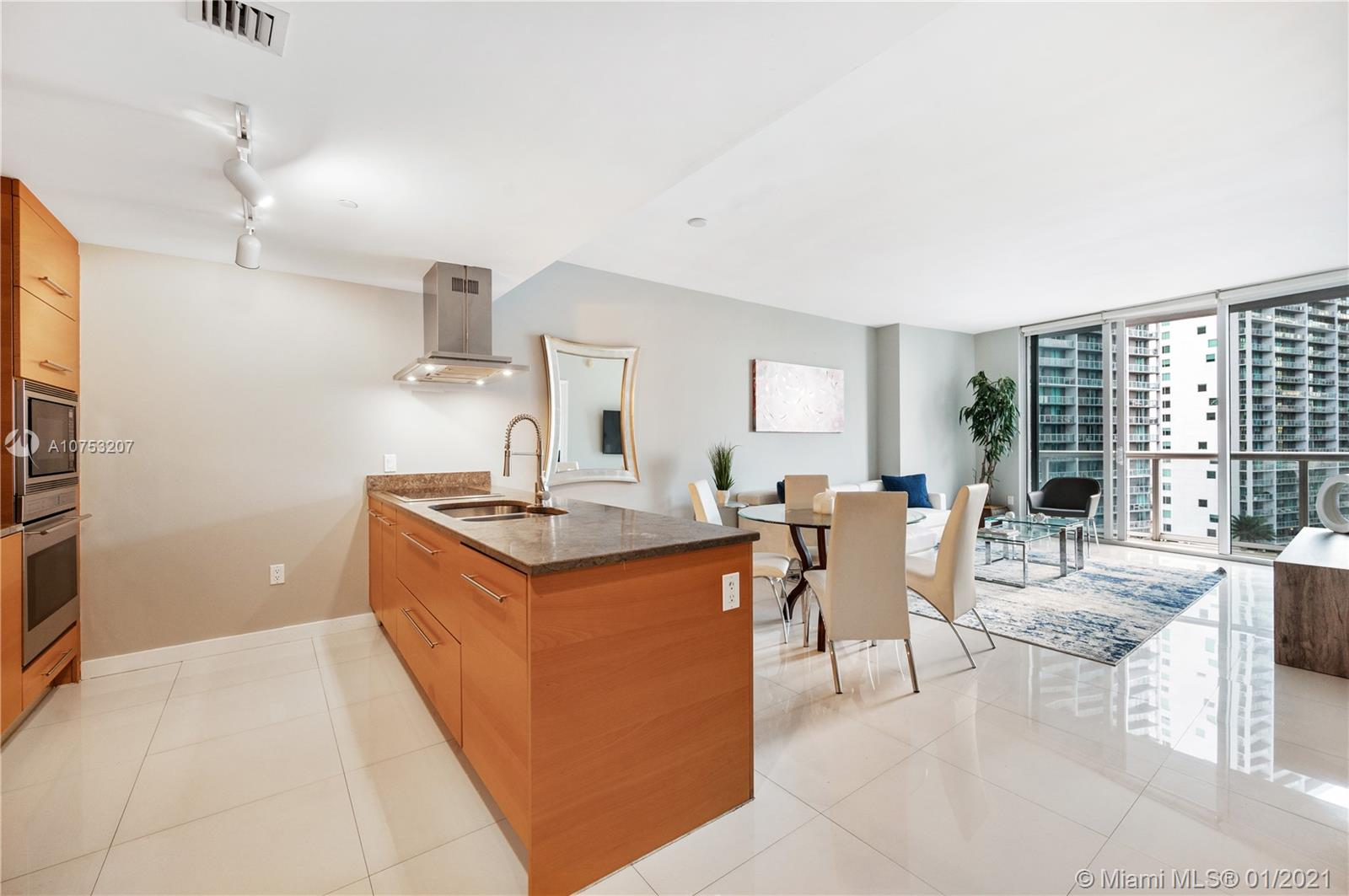 Spacious 1bed/1bath, full service luxury building, icon W Hotel, in the heart of Brickell. Stunning city and river views, sub-zero and Miele appliances, open balcony!! Best spa in Brickell, gym, largest just remodeled pool in Miami, rooftop pool, restaurants and more
