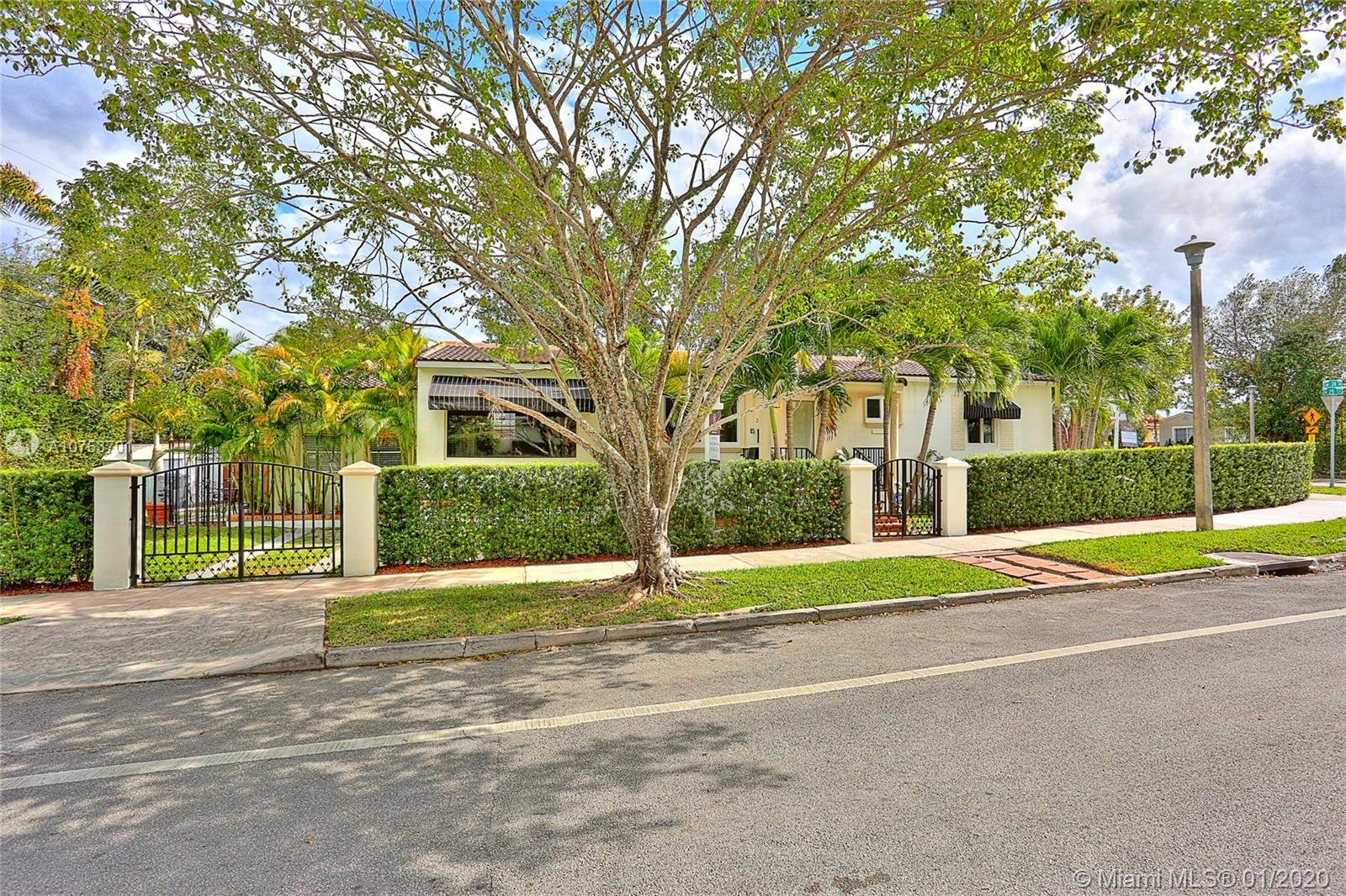 2425 SW 24th Ave  For Sale A10753701, FL