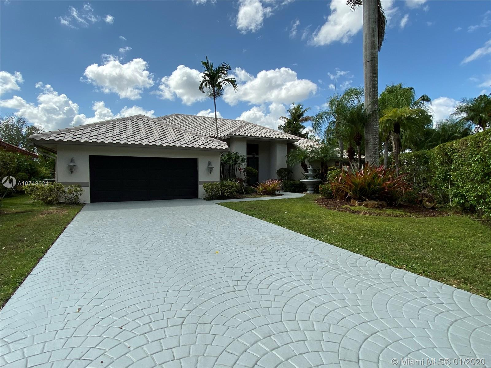 One story house with Pool at Tequesta sitting on Cul de Sac lot. New floors throughout. Freshly Painted.