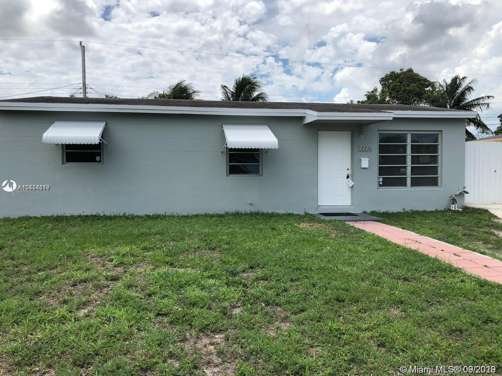 1520 N 71st Ter  For Sale A10754176, FL