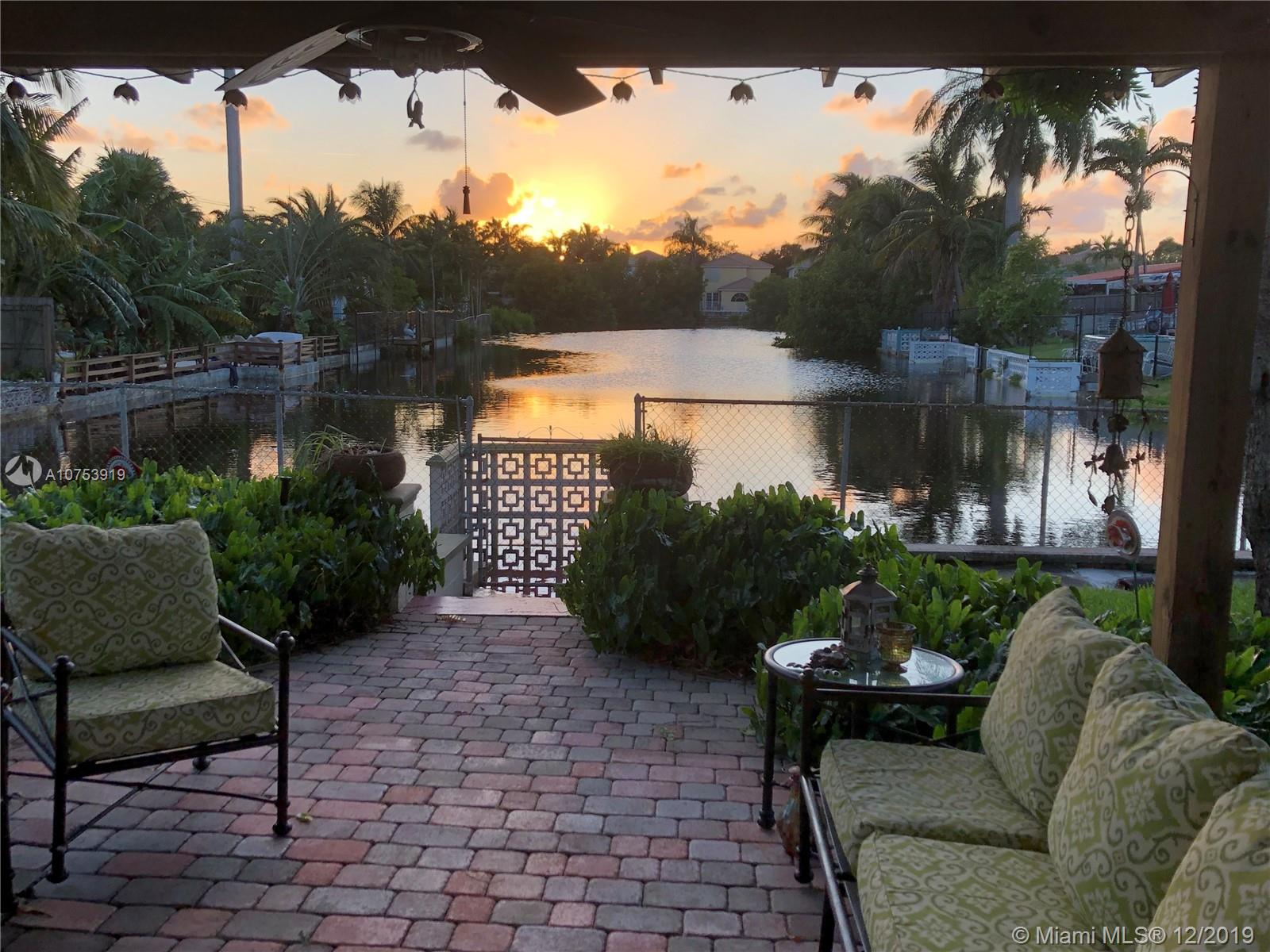 920 N 11th Ct  For Sale A10753919, FL