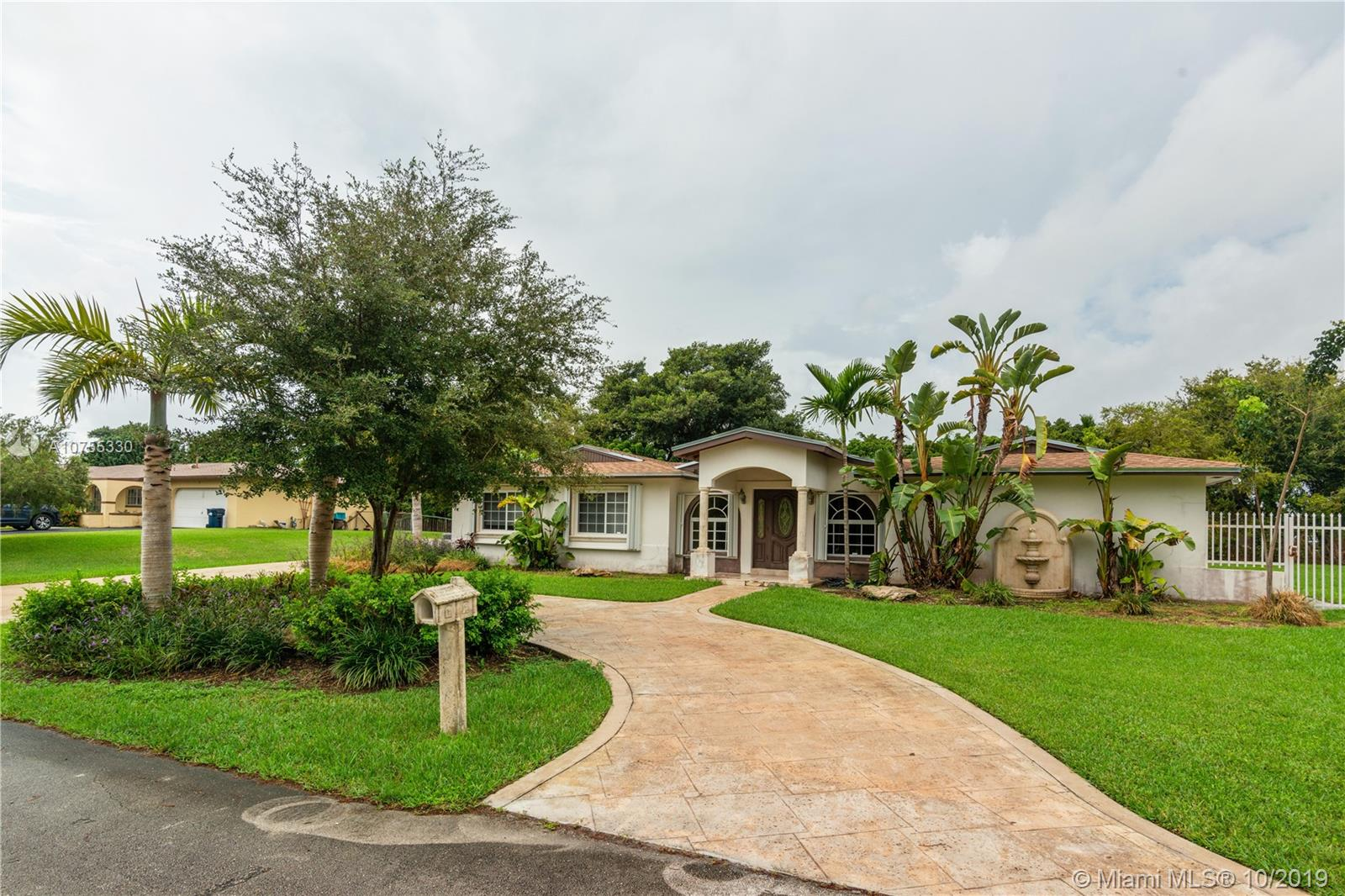 18400 SW 85th Ct  For Sale A10755330, FL