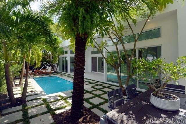 865 W 47th St  For Sale A10755644, FL