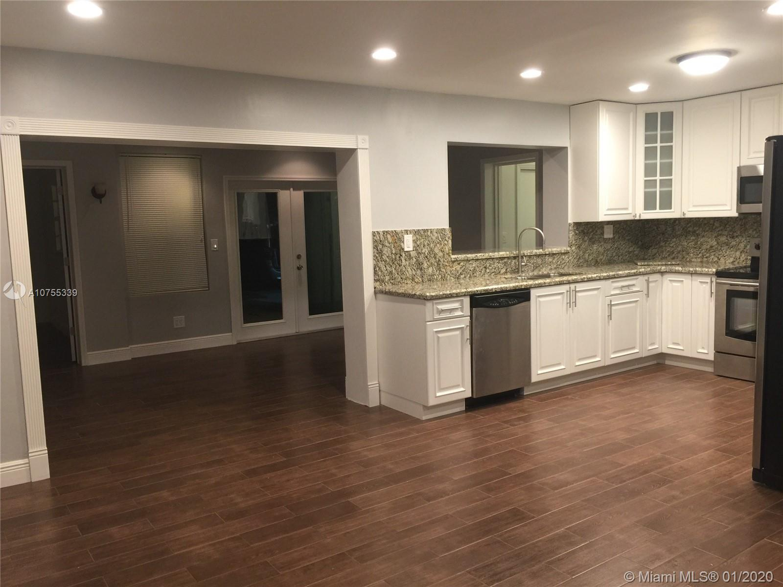 2724  Cleveland St  For Sale A10755339, FL