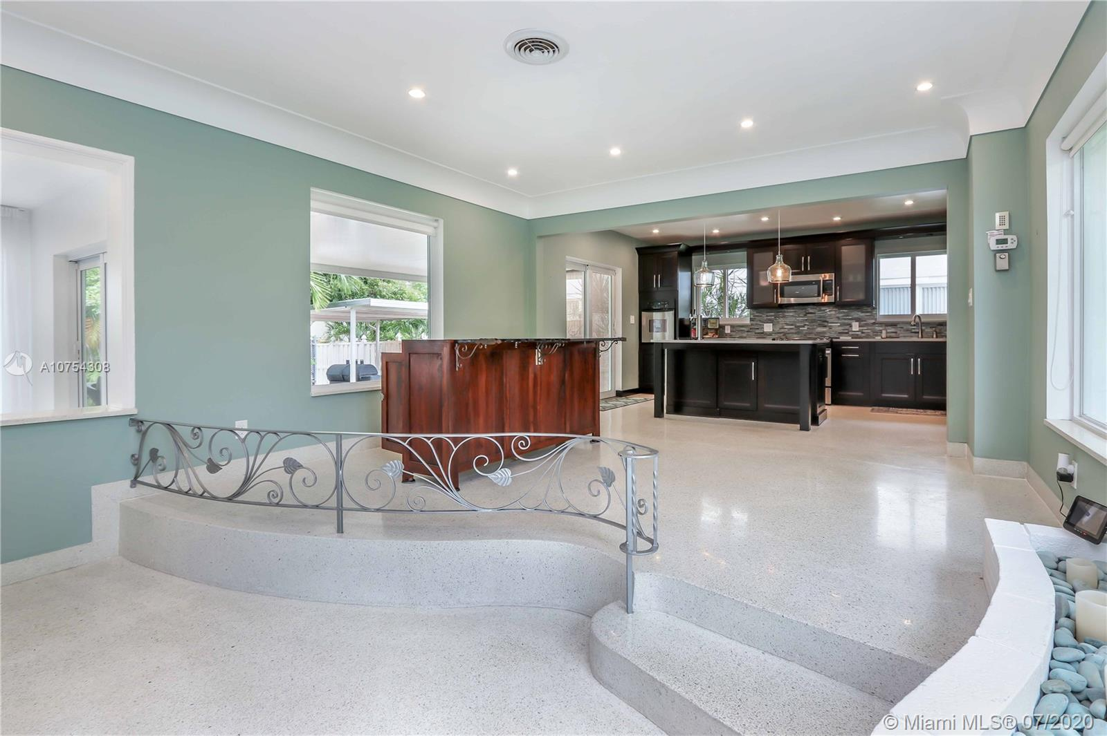 1024  Hollywood Blvd  For Sale A10754308, FL