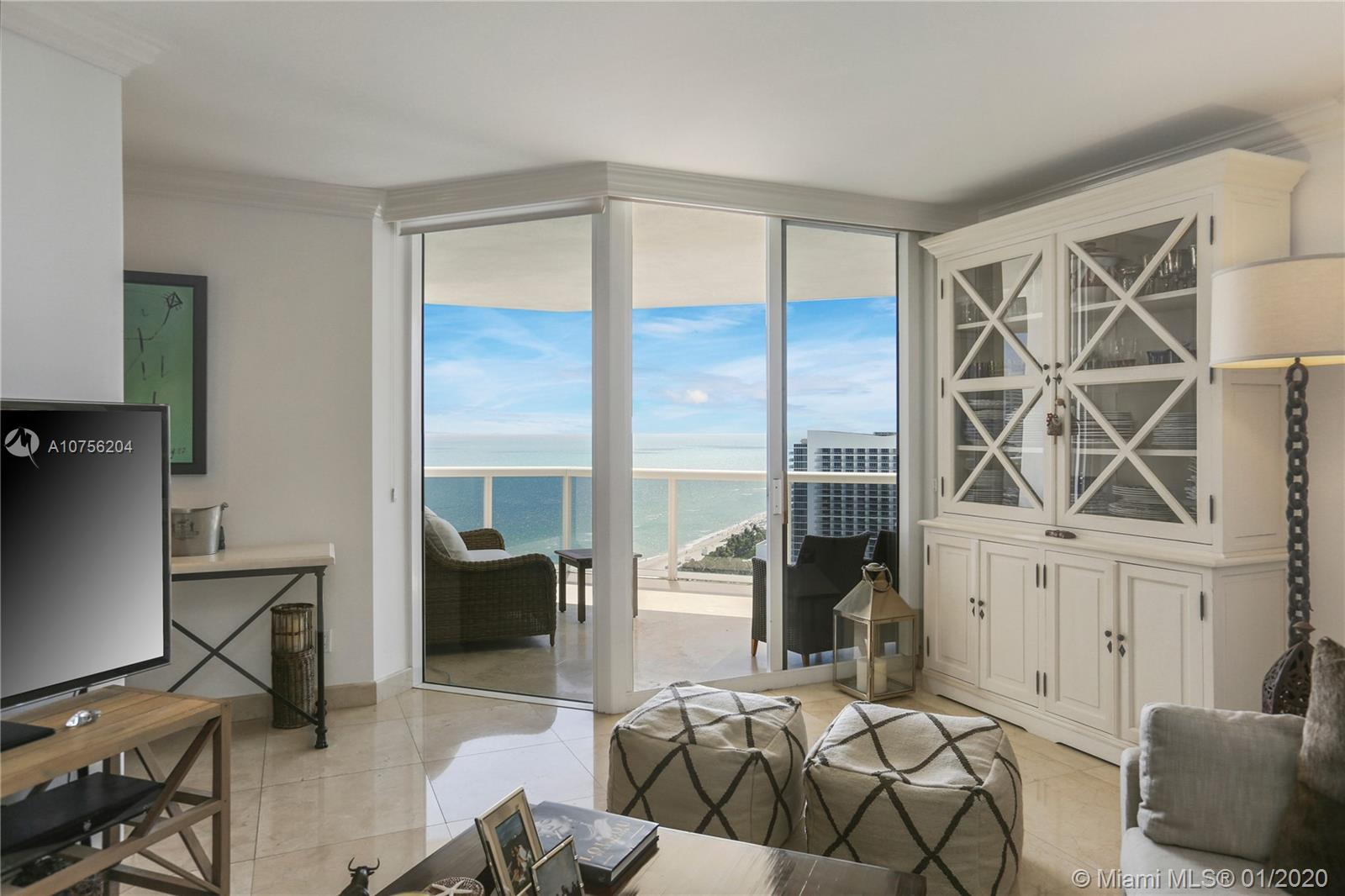 4775  Collins Ave   2504