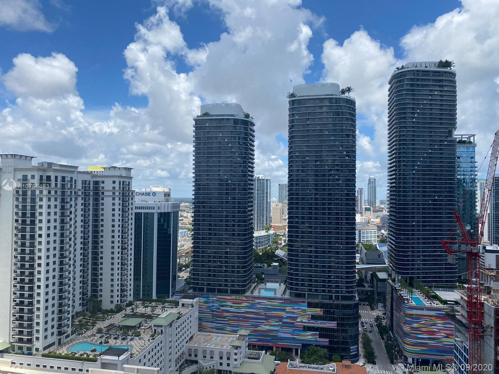 DISCOUNTED 1-BED UNIT AT MILLECENTO.   HIGH-FLOOR UNIT WITH LOTS OF LIGHT.  GREAT AMENITIES AND LOCATED IN THE HEART OF BRICKELL