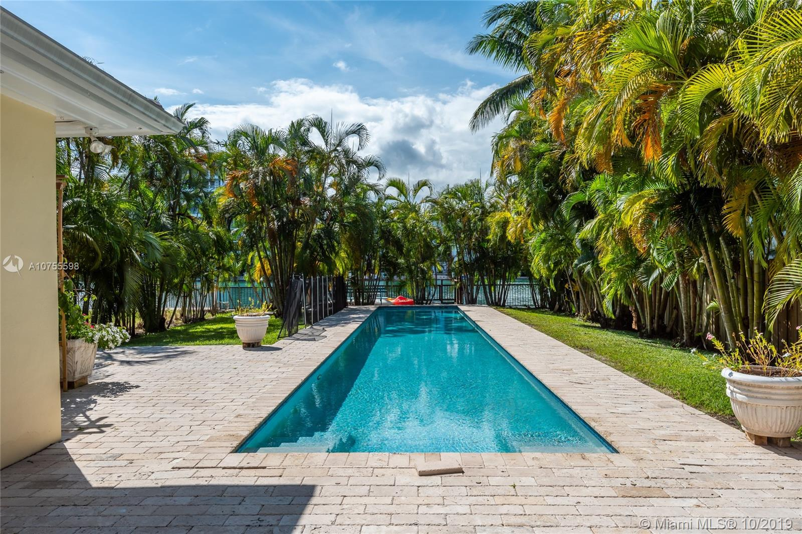 9416  Bay Dr  For Sale A10755598, FL