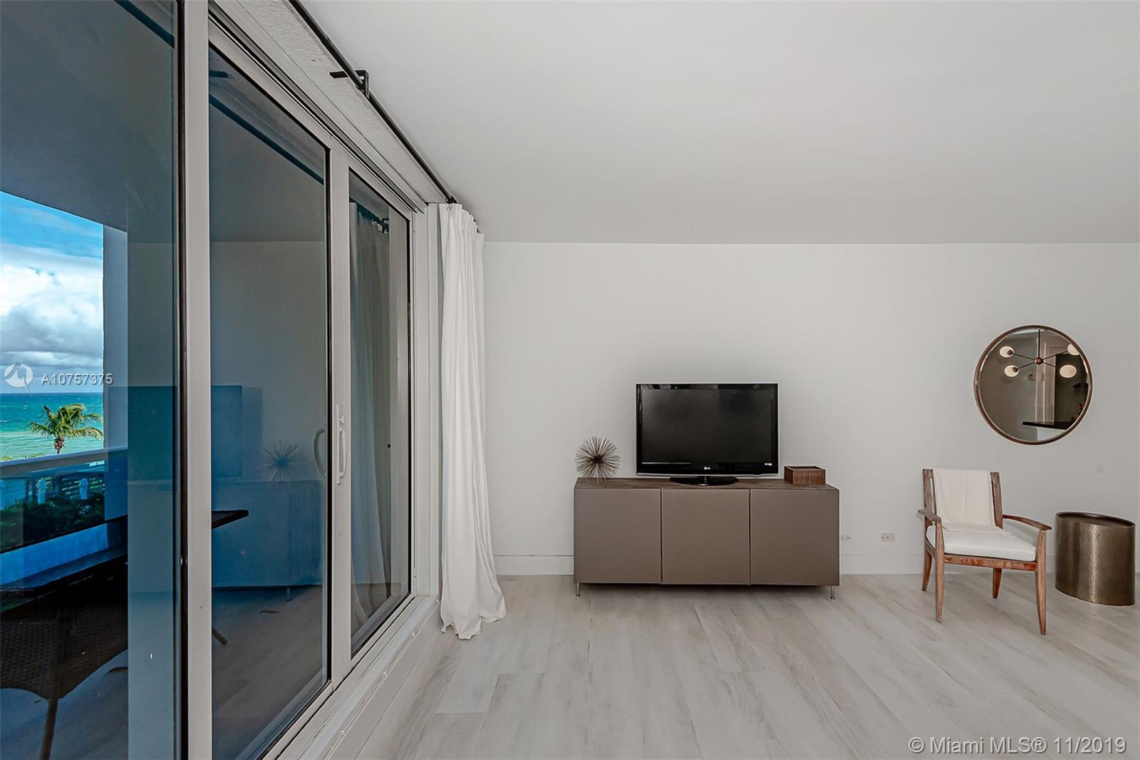 2301  Collins Ave   515