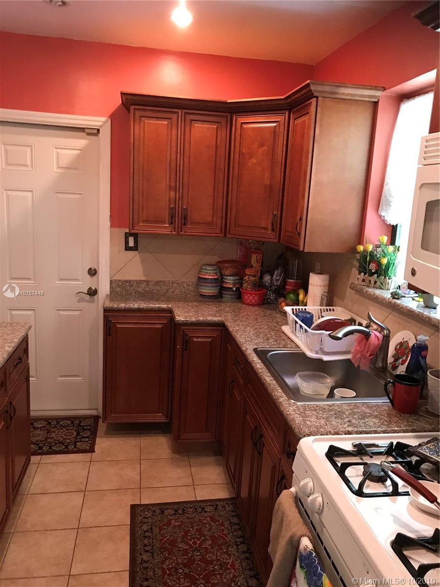 2303  Grant St  For Sale A10757448, FL