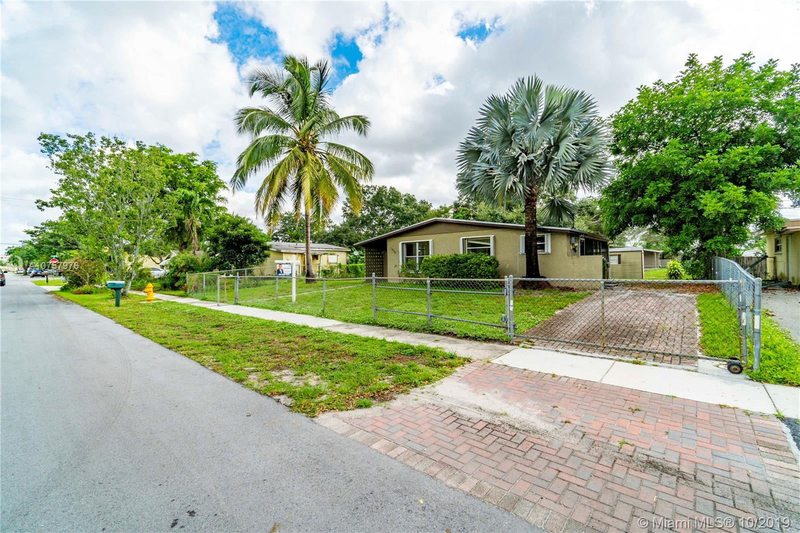 3870 SW 60th Ter  For Sale A10757976, FL