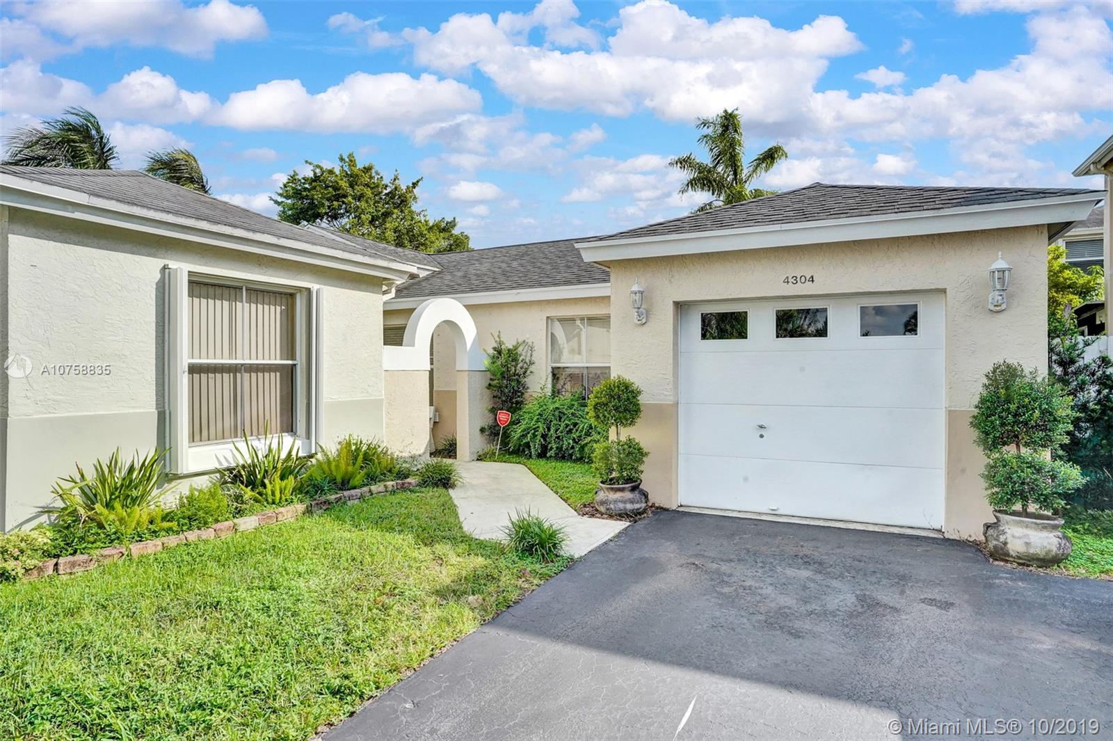 4304 SW 72nd Ter  For Sale A10758835, FL