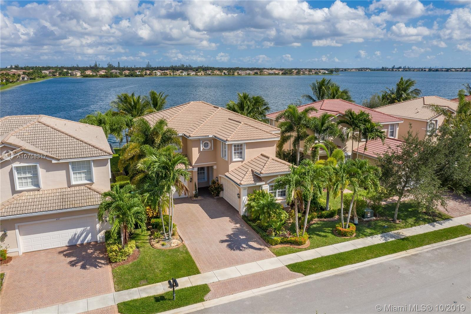 4207 SW 183rd Ave  For Sale A10758317, FL