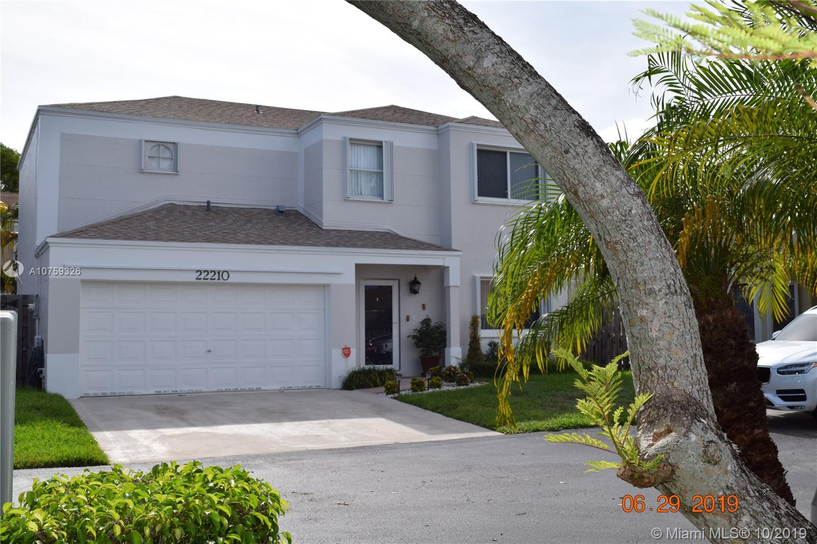 22210 SW 98th Pl  For Sale A10759326, FL