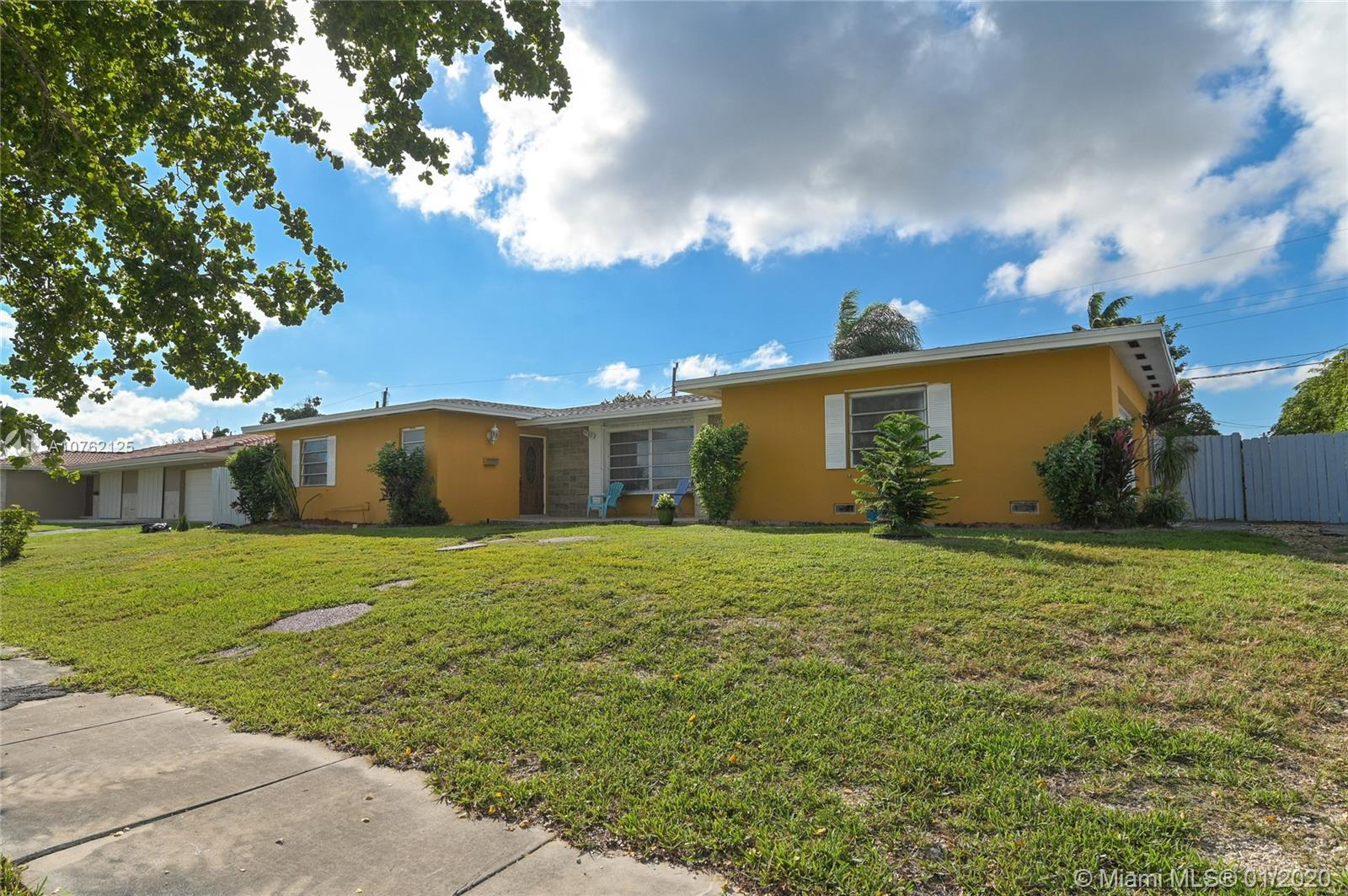 9780 SW 157th Ter  For Sale A10762125, FL