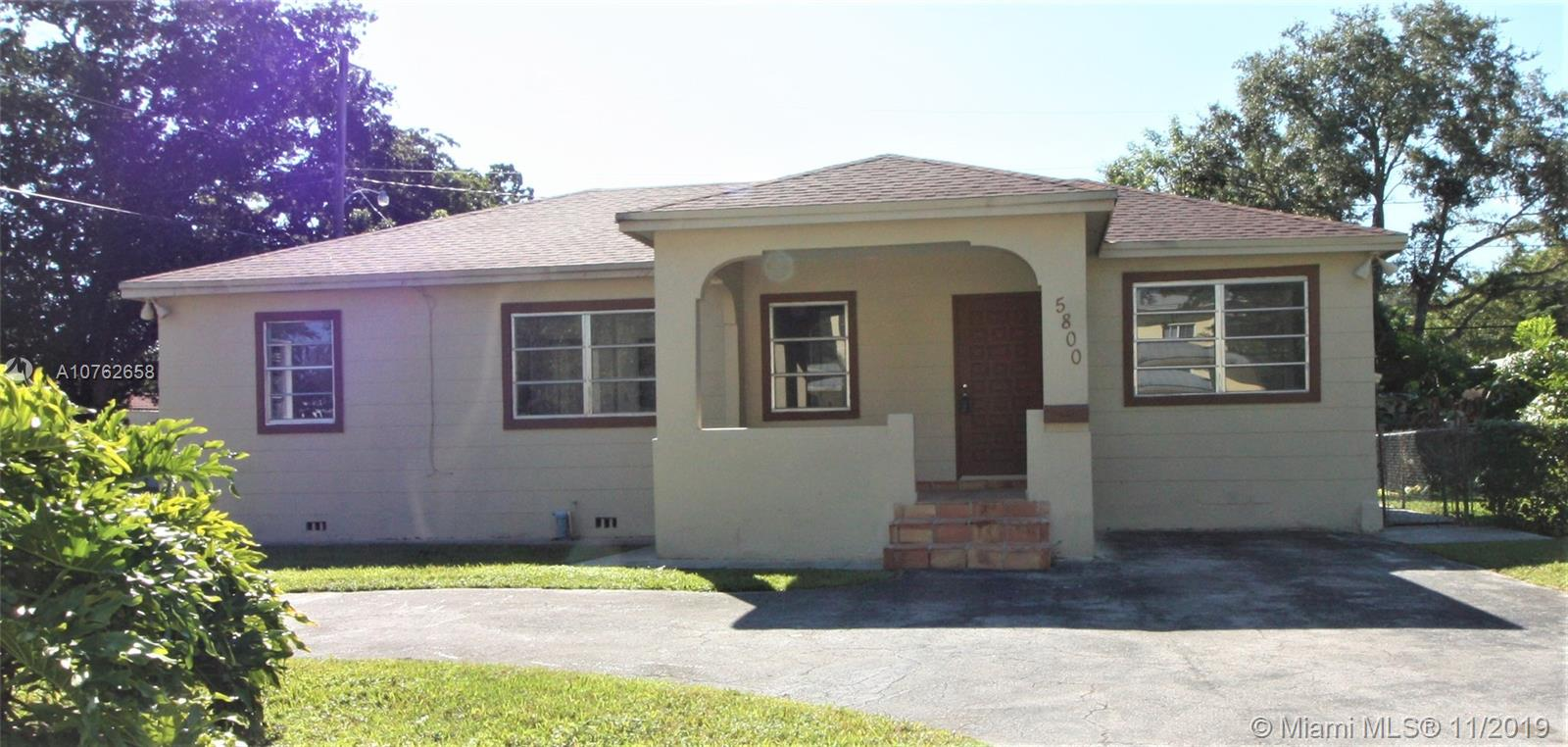 5800 SW 47th St  For Sale A10762658, FL