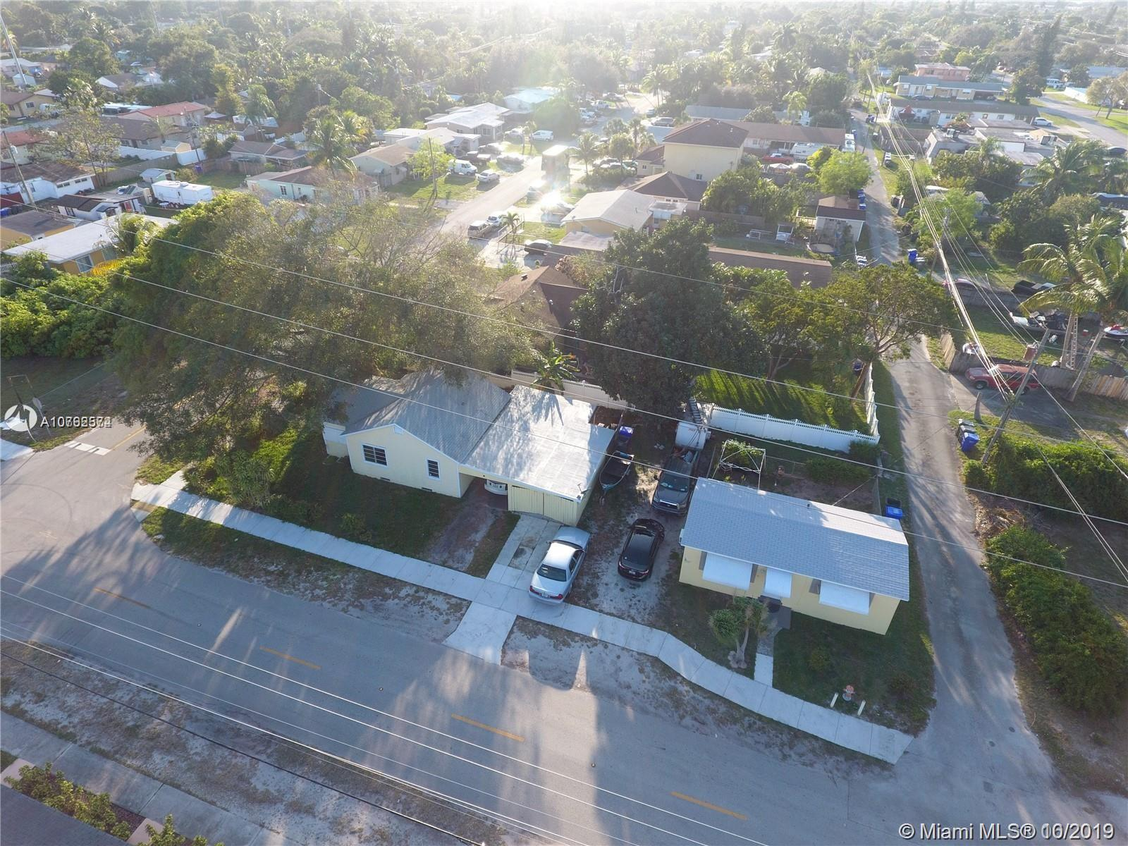 2203  Mckinley St  For Sale A10762574, FL