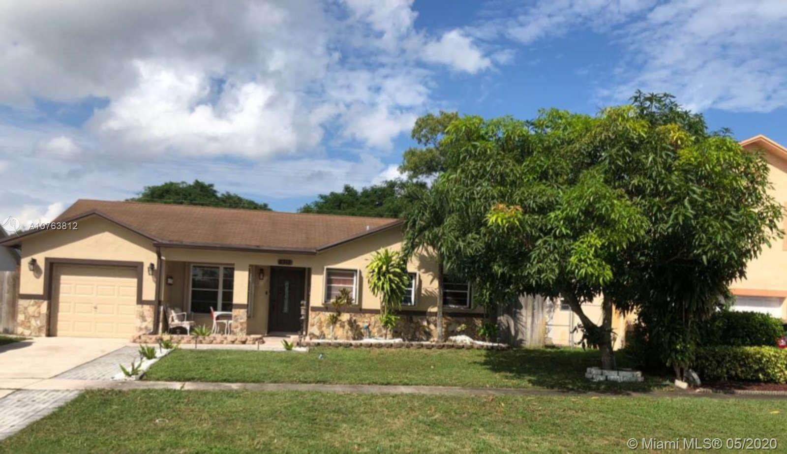 8315 SW 19th St, North Lauderdale, FL 33068