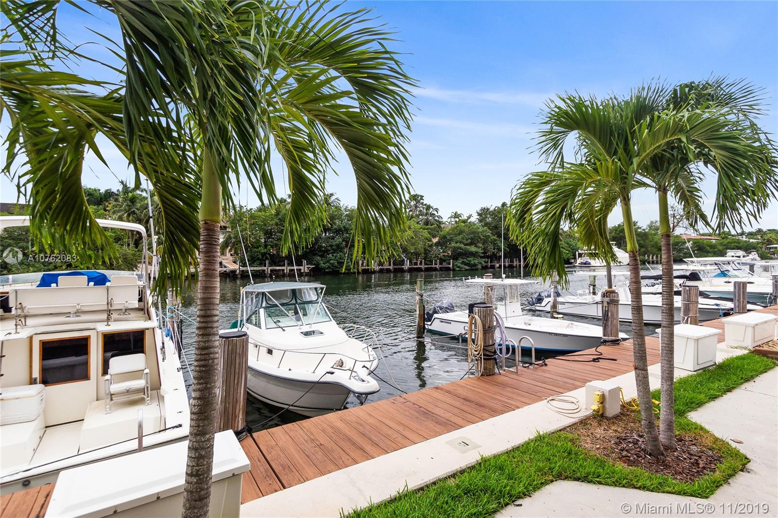 90  Edgewater Dr #427 For Sale A10762083, FL