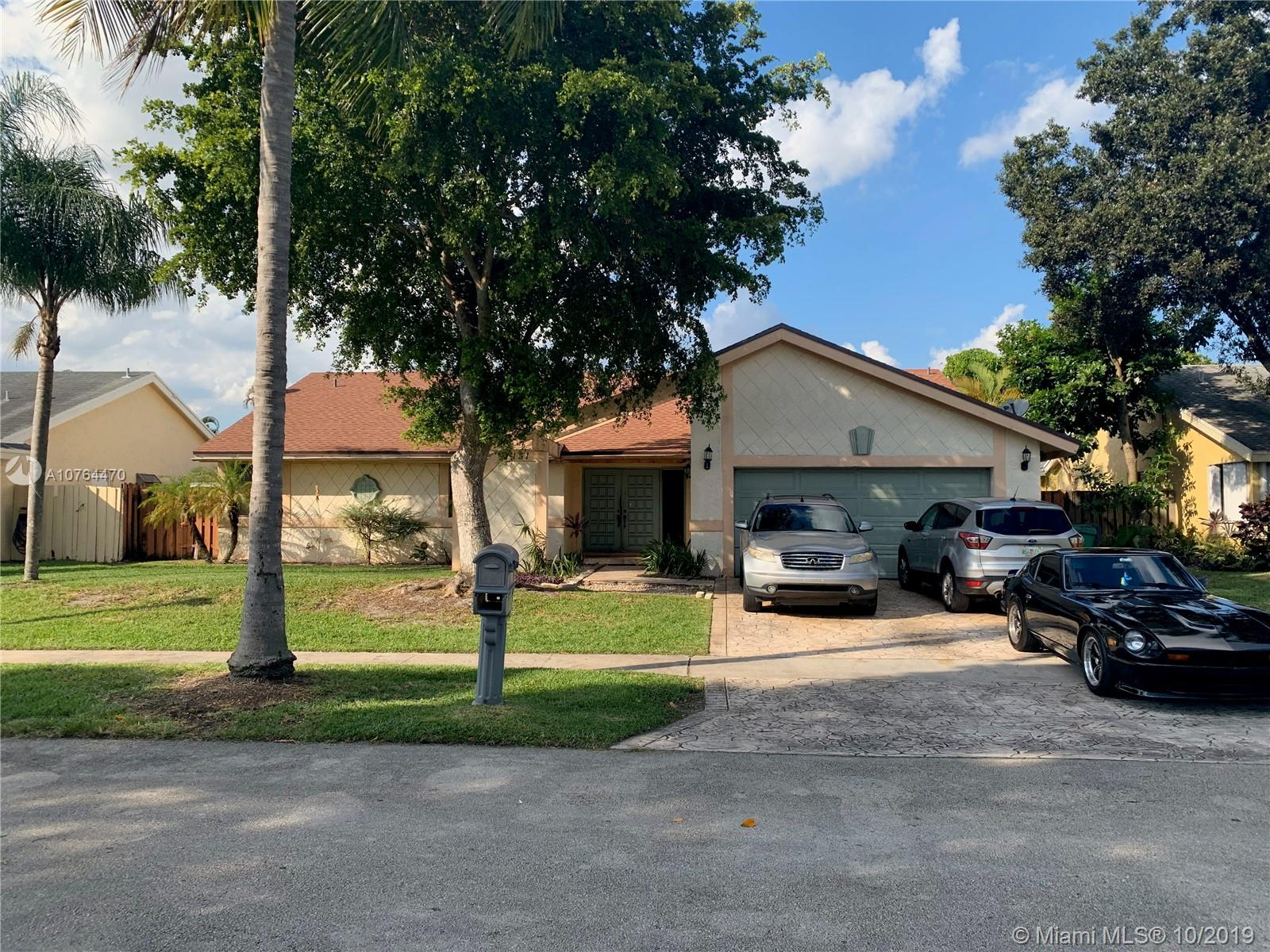 3 BED 2 Bath SFR.  Cosmetic Damage. Needs other minor repairs. Paint and Pool not in great shape.  UNAPPROVED Short Sale. PLEASE DO NOT DISTURB Owners.  NO CALLS please.  EMAIL ONLY for all inquiries and offers.