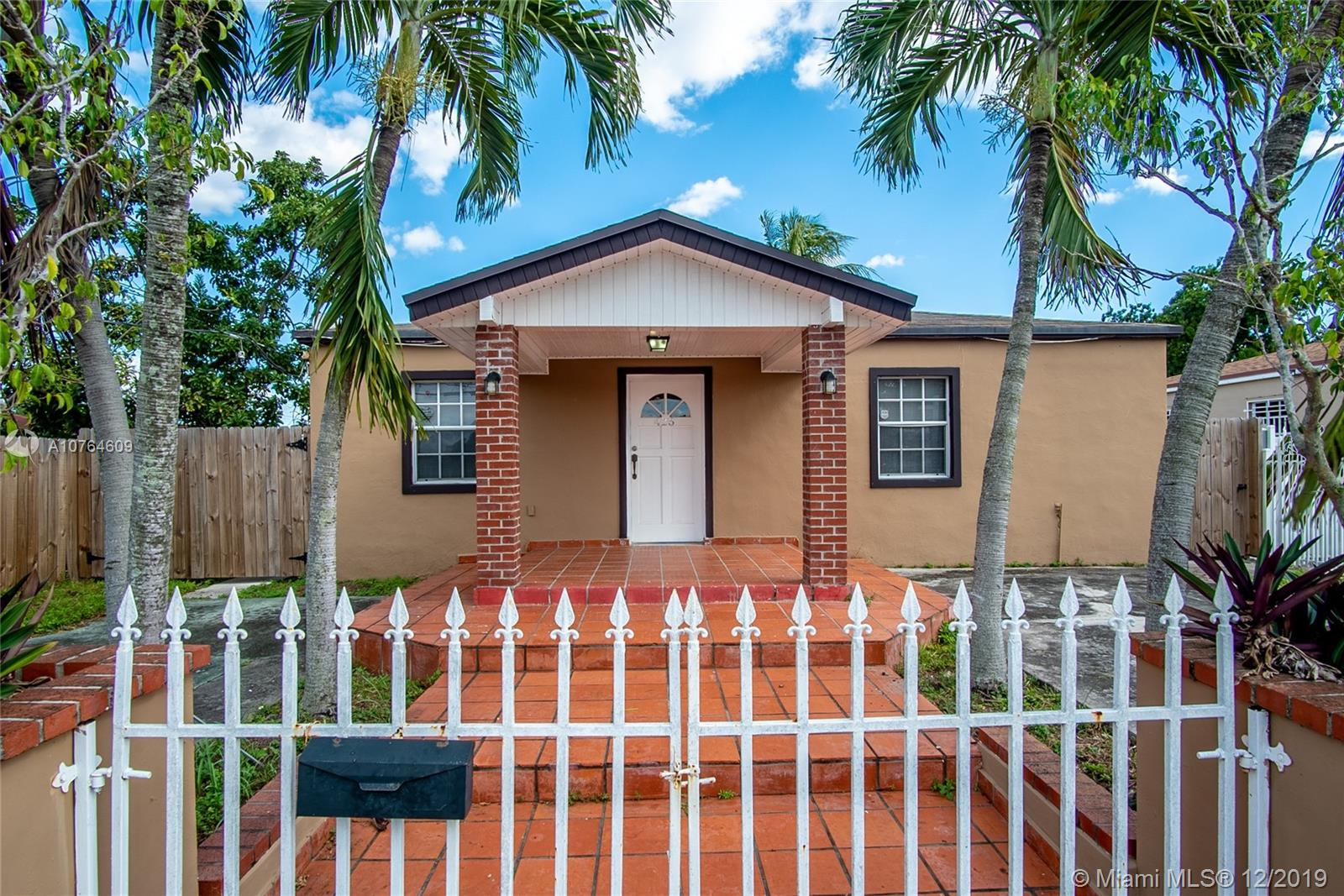 425 SW 65th Ave  For Sale A10764609, FL