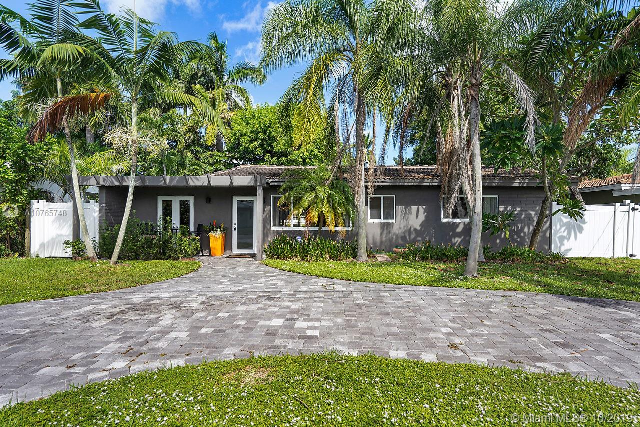 Newly updated 3 bedroom and 3 bath waterfront pool home in the heart of Wilton Manors. Home boasts a bright and open floor plan, chef's kitchen includes high end appliances and stunning quartz counter tops. All 3 bedrooms are en-suites featuring luxurious fitted baths. Sun room overlooks sparkling pool and river! Bring your boat as there is 65 ft of water frontage and river has ocean access with fixed bridges. Short stroll to all the Island City has to offer!AgentsThird bedroom is flex space currently used as an office.Add a sliding barn door to separate/privatizeCloset in adjacent bath can be used for clothes storage or plenty of room to add another in northeast corner