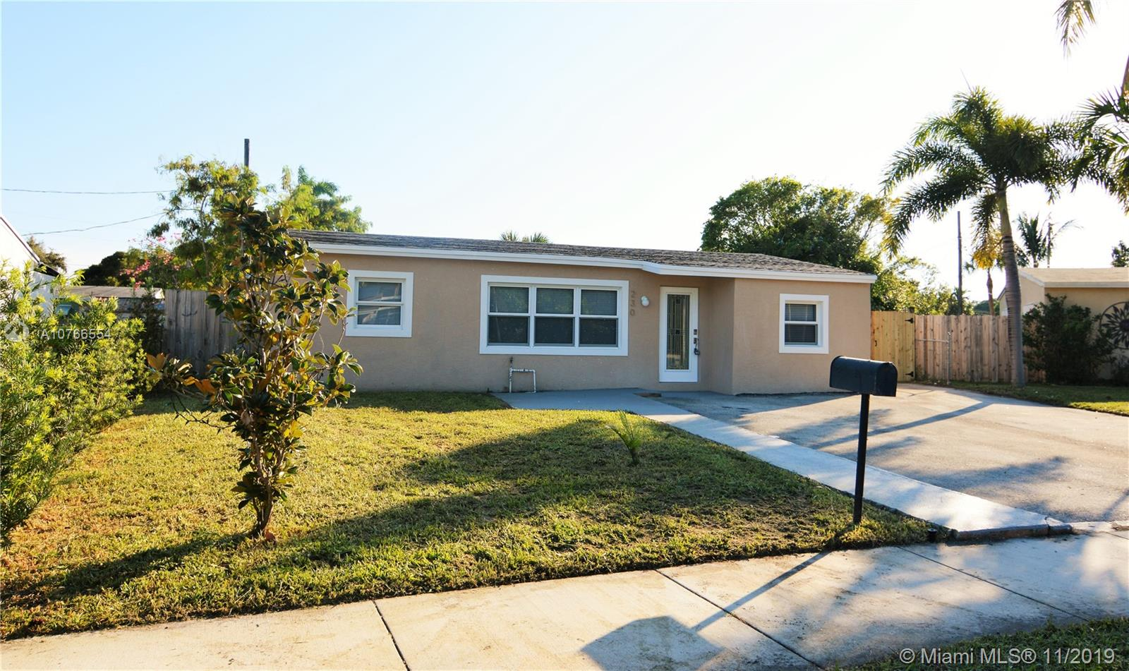 Gorgeous 3 Bed 1 Bath home in  the heart of Oakland Park. Remodeled Kitchen, new lightning, freshly painted inside and out. Must see wont last