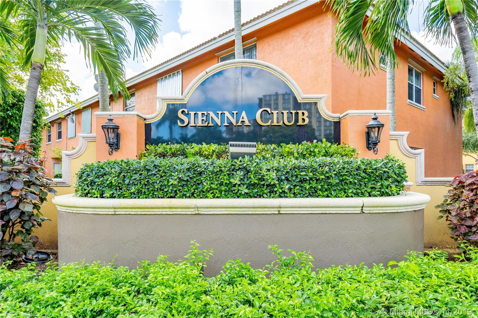 Lovely 3 bedroom townhouse in highly sought after Inverrary. Tons of updates and features. New A/C.  Perfectly located close to everything that makes living in South Florida great.