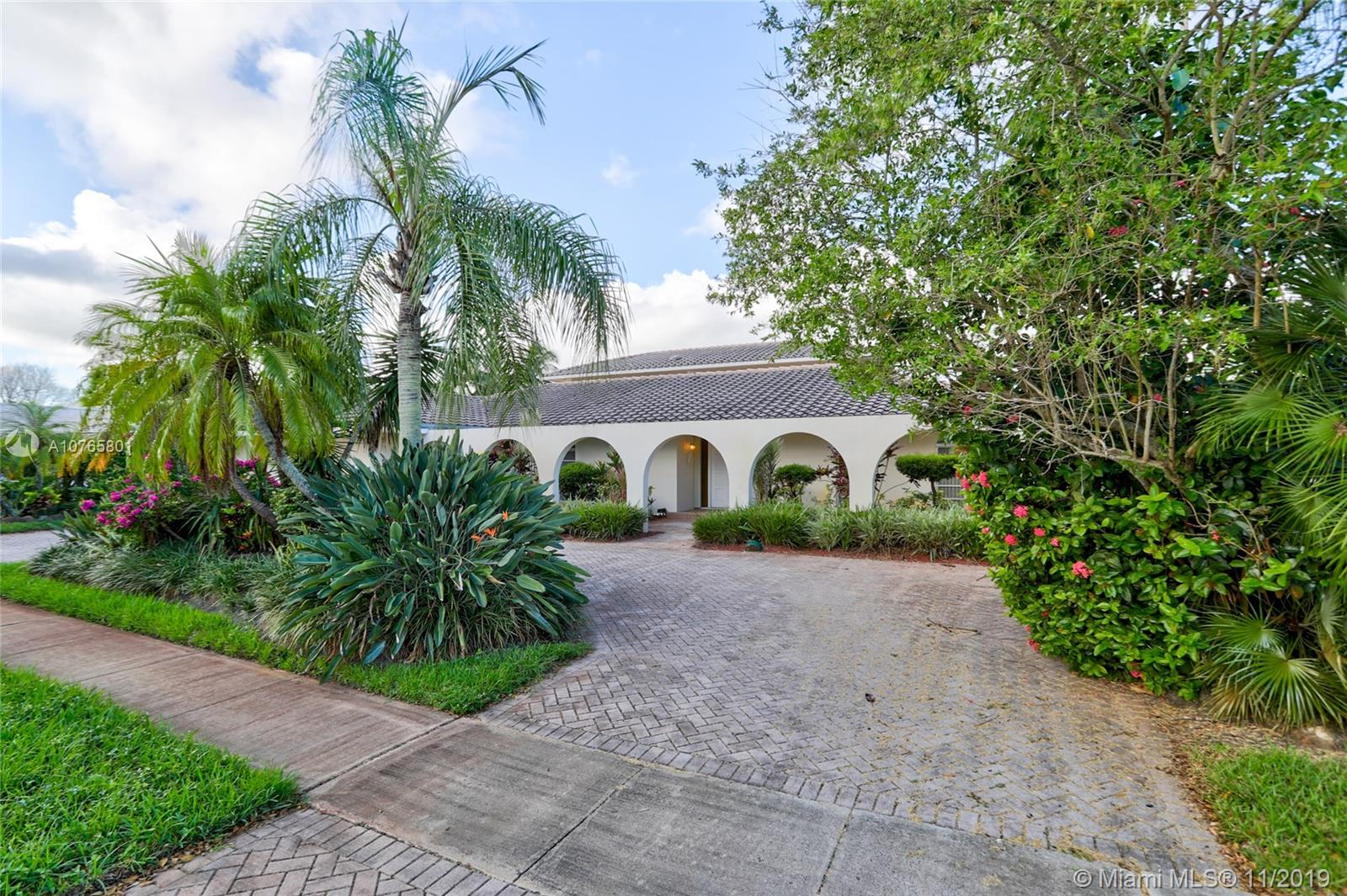3650 N 34th Ave  For Sale A10765801, FL