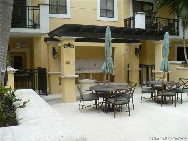 LOVELY 2BD/2BR UNIT AT DELIGHTFUL COLONNADE AT DADELAND CONDO. THE UNIT OVERLOOK A BEAUTIFUL POOL AREA WITH THE FAMILY/LIVING ROOM LEADS TO A LARGE PATIO ON THE 4TH FLOOR PERFECT FOR A RELAXING MORNING BREAKFAST! THIS LUXURY BUILDING HAS A CONCIERGE AND GREAT AMENITIES LIKE GYM, SAUNA, HEATED POOL AND MORE. LOWEST PRICE AT COLONNADE!