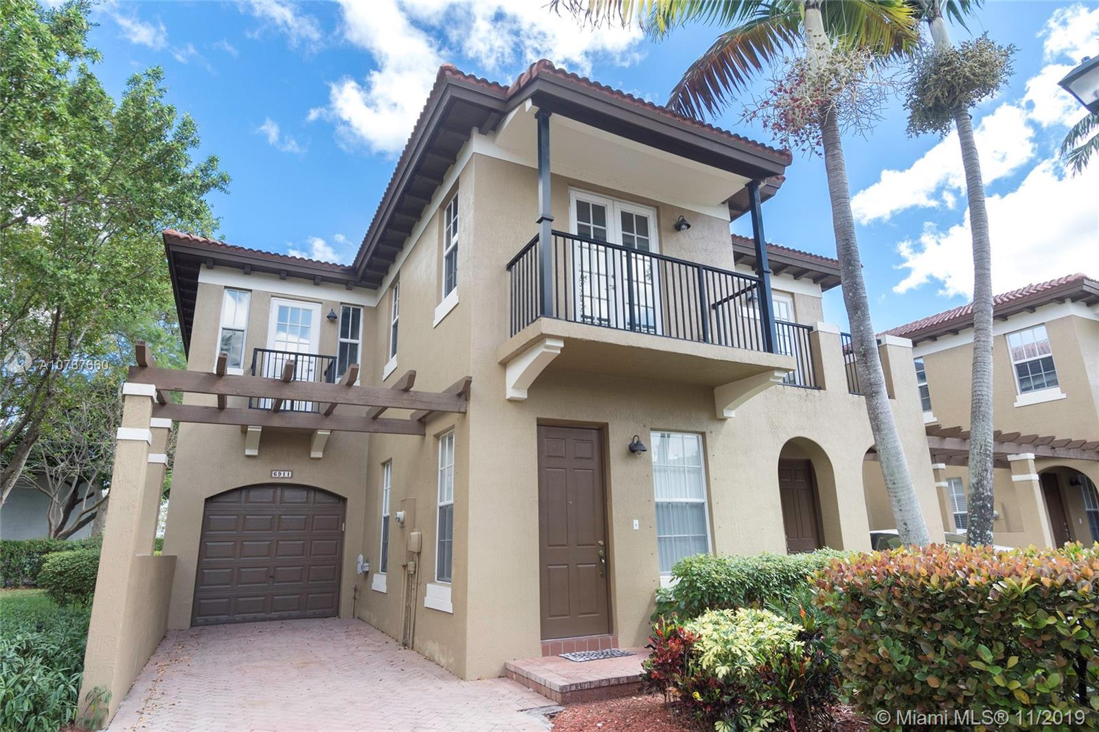 BACK ON MARKET! NEW REFRIGERATOR, NEW DISHWASHER, NEW WASHER & NEW DRYER. COME TO SEE IT! CORNER LAKEFRONT TOWNHOME IN GATED COMMUNITY, MASTER BEDROOM WITH HIS & HER WALK-IN CLOSET, MASTER BATH W/DOUBLE VANITIES, SEPARATE TUB & SHOWER. ANOTHER SPLIT BEDROOM WITH A MASTER BATH. THE 3ER BEDROOM CAN USE THE FULL BATHROOM AS PRIVATE. THE DINING & FAMILY ROOM WITH PATIO & LAKEVIEW. ONE CAR GARAGE WITH ADDITIONAL DRIVEWAY FOR PARKING FOR 2 MORE CARS, LAUNDRY ROOM ON 2ND FLOOR.