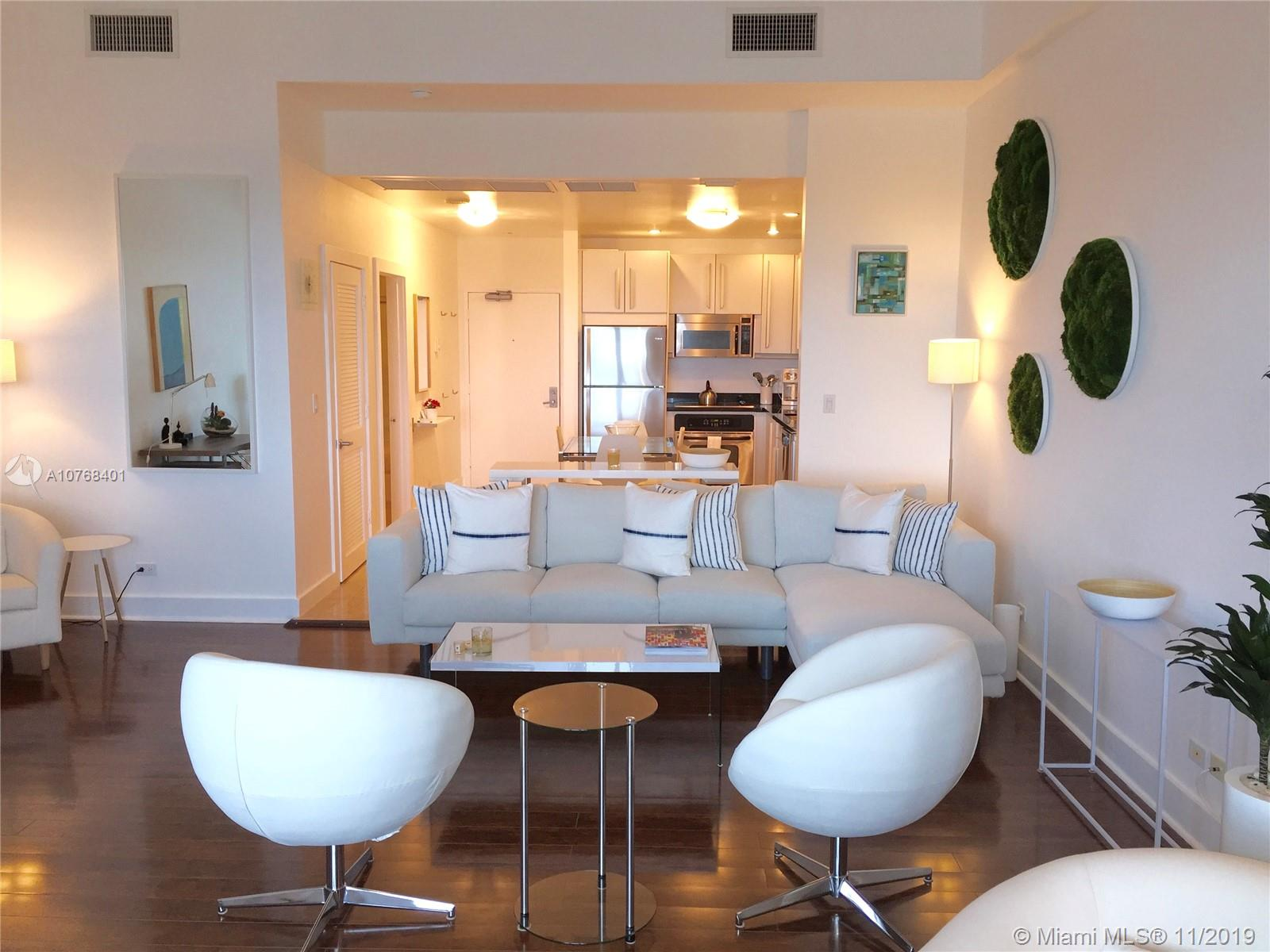 2301  Collins Ave   1632
