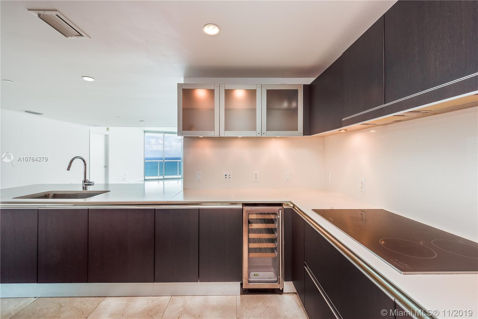 17001  Collins Ave   3202